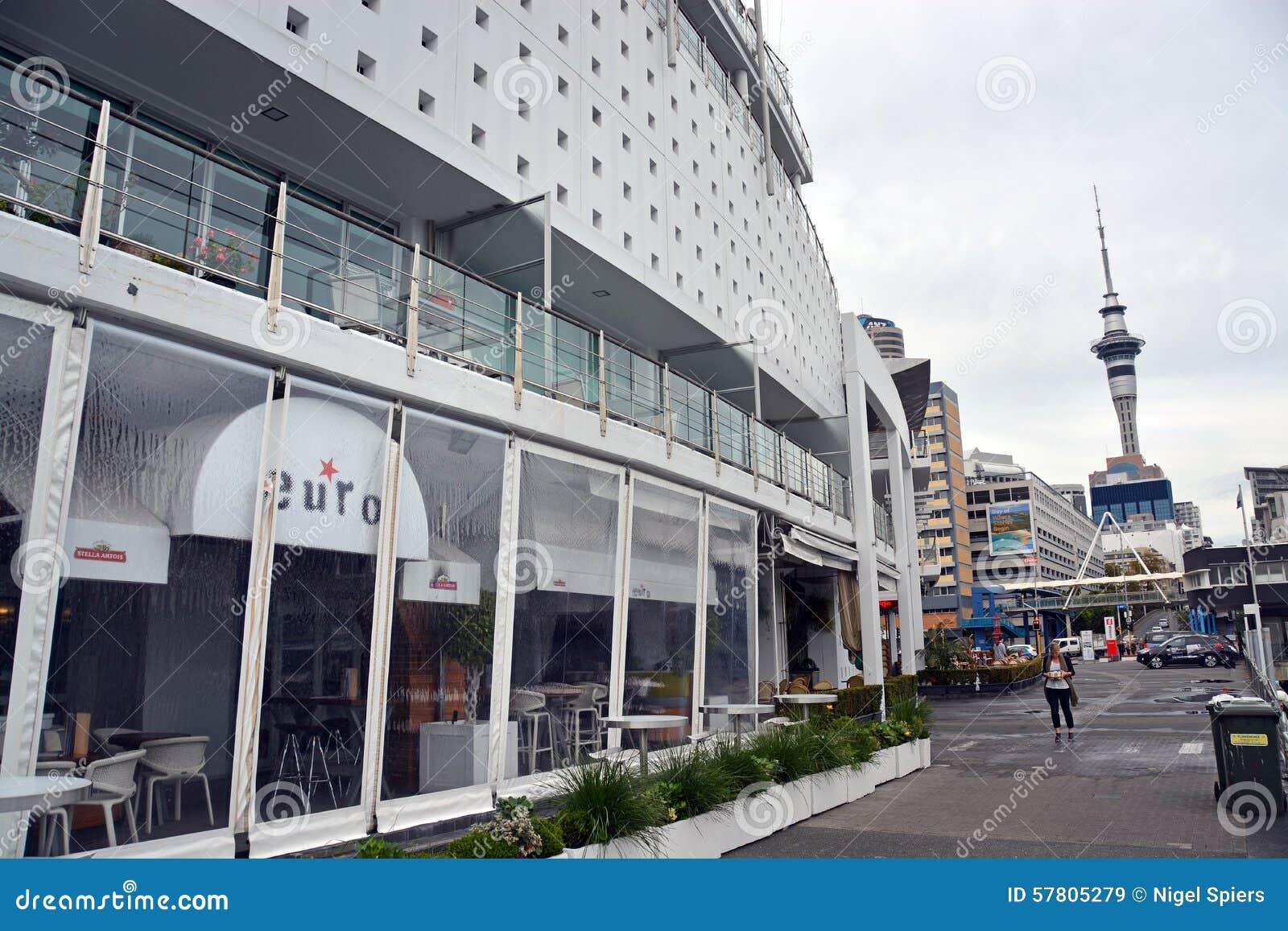 Hilton Hotel a formé comme un bateau en bassin de viaduc, Auckland