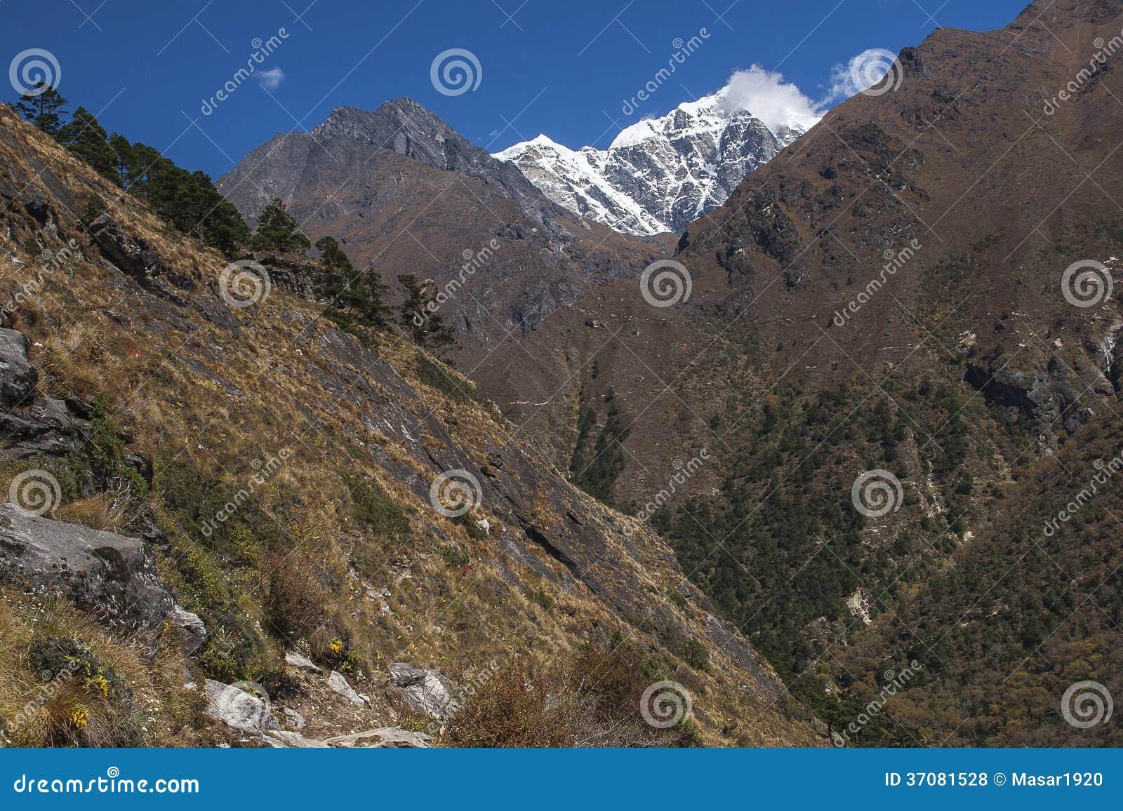 Download Himalaje zdjęcie stock. Obraz złożonej z wierzchołek - 37081528