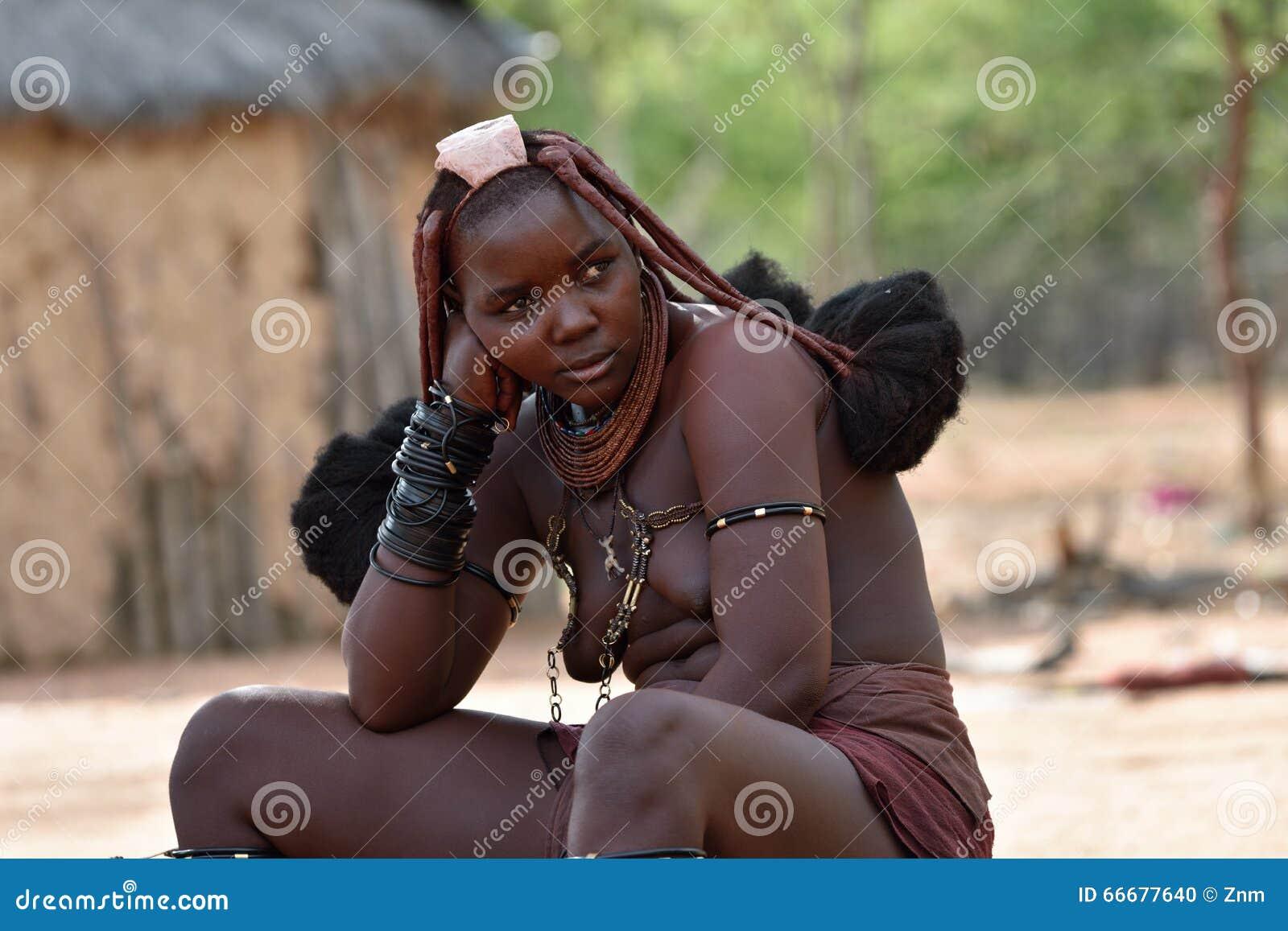 Young nude himba girl