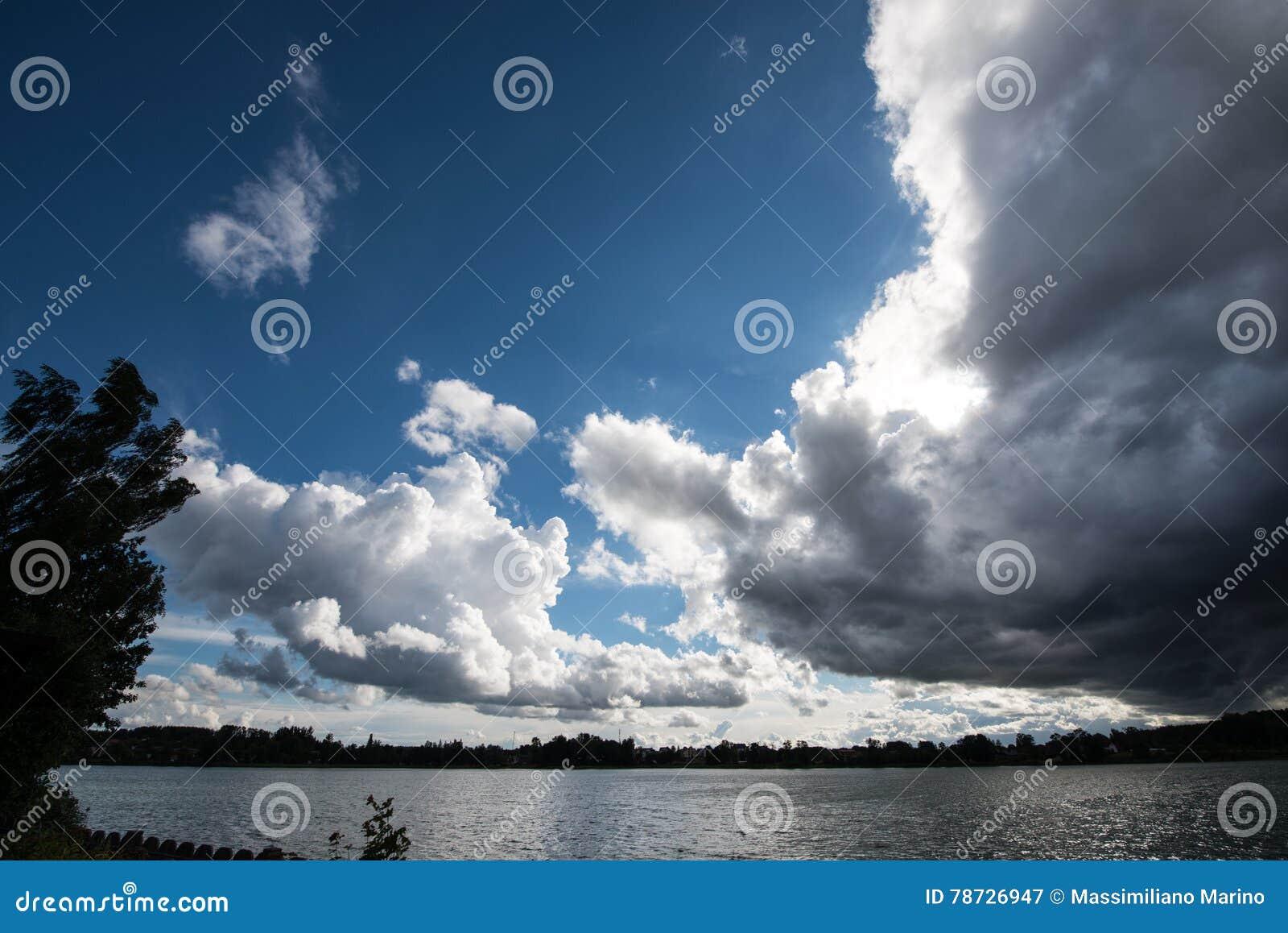 Himlen förbereder sig för stormen