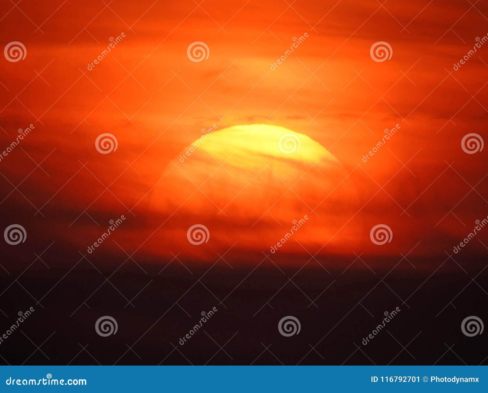 Himmel för solnedgångakvarellmålning fördunklar konst