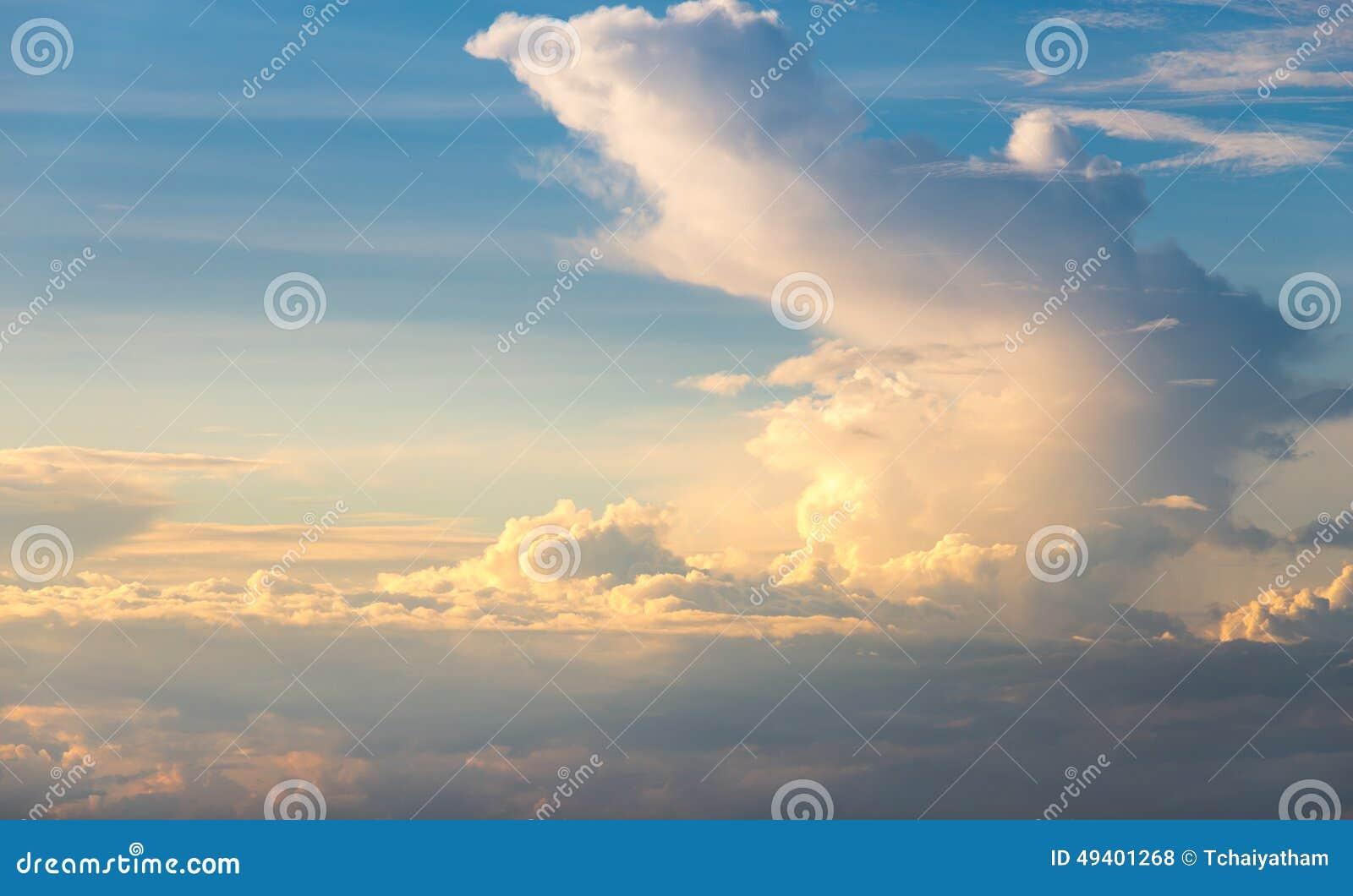 Download Himmel Mit Wolken Vor Sonnenuntergang Stockfoto - Bild von wetter, tageslicht: 49401268