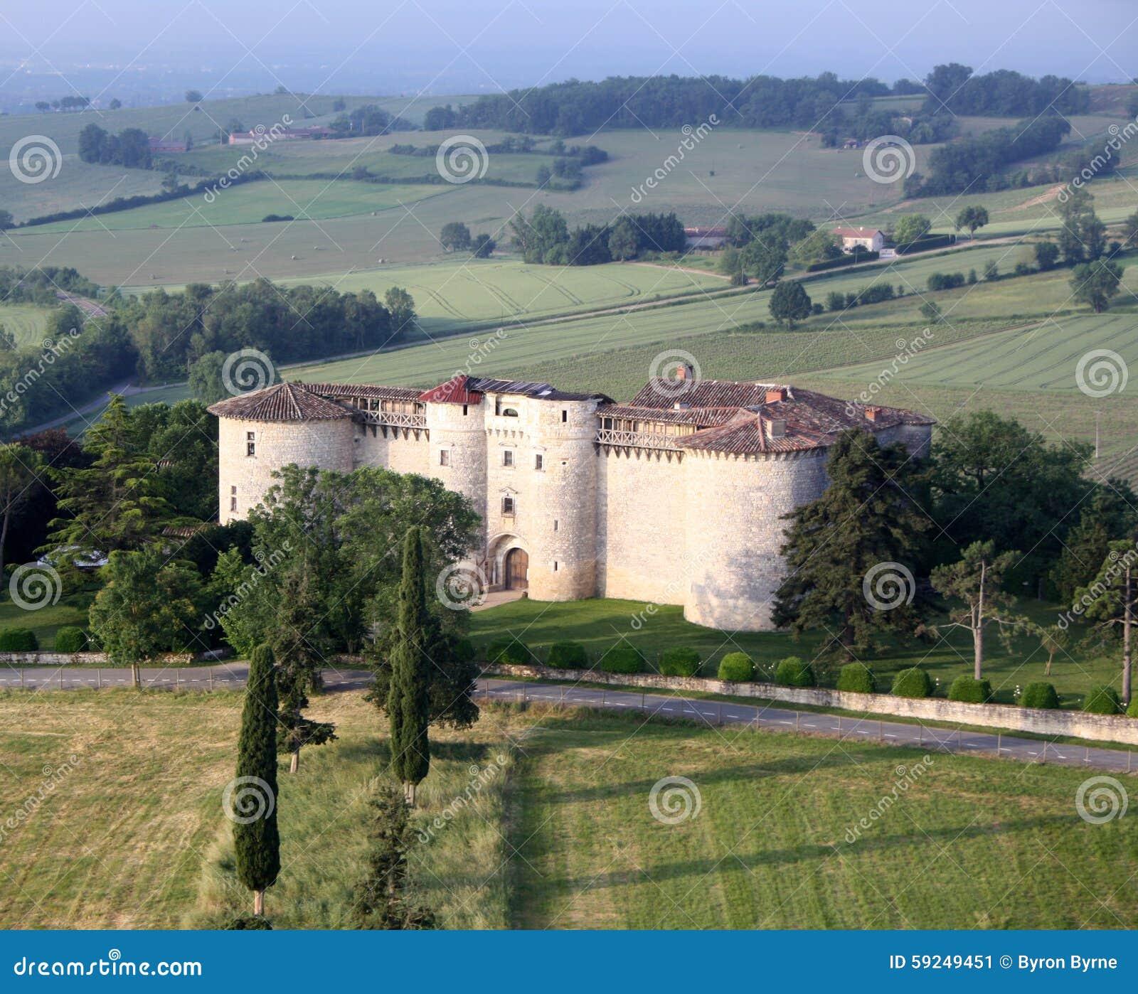 Hinche el paseo sobre un castillo francés en el sur de Francia