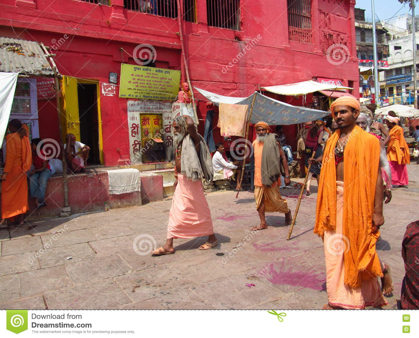 Hindu piligrims in orange clothes in Varanasi