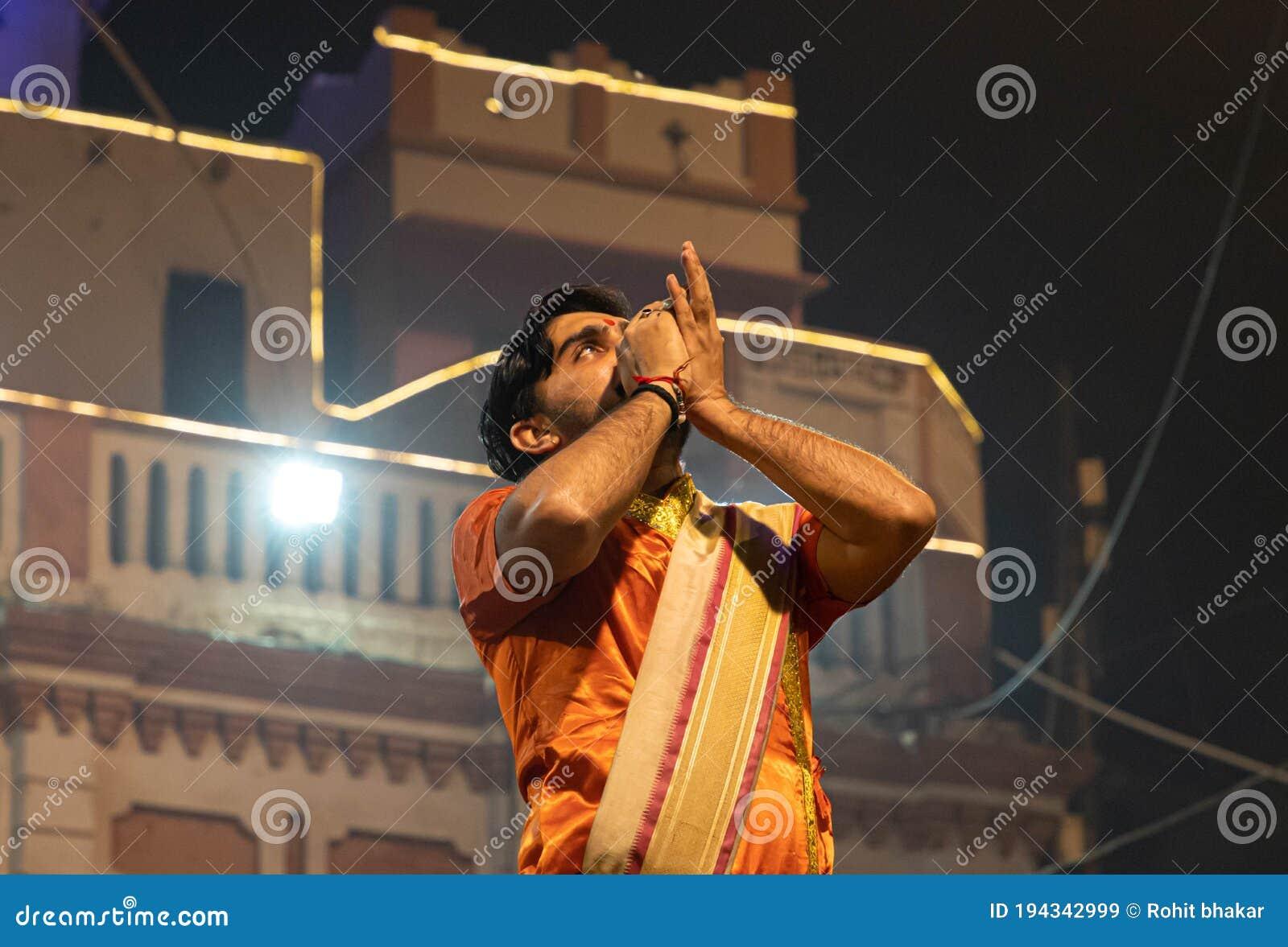 Hindu Priests Performs Aarti Editorial Stock Image   Image of priests, arti 194342999