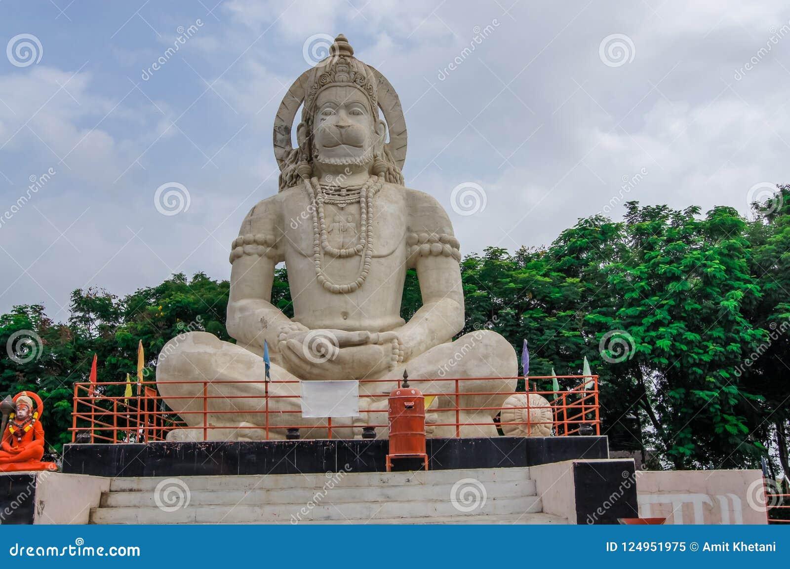 Hinduisk gudHanuman förebild, enorm staty av indisk lord Hanuman