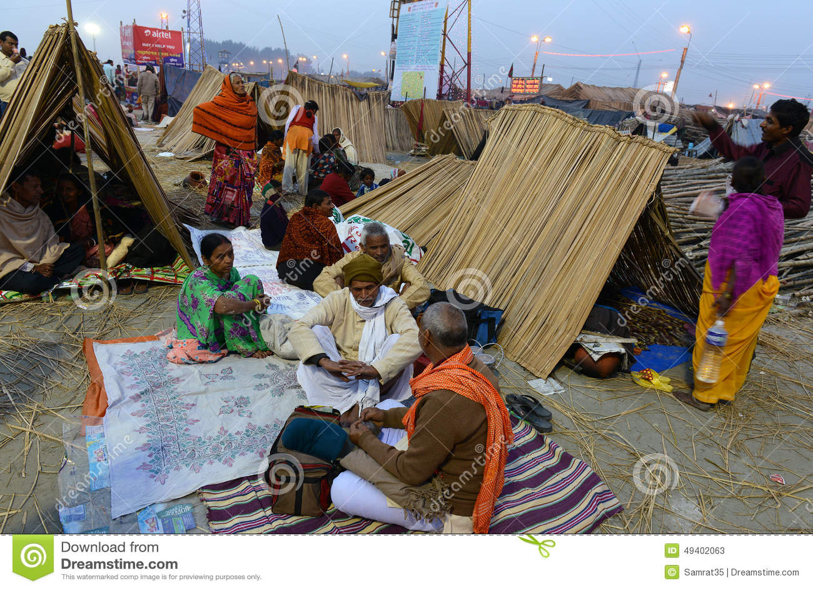 Download Hinduistische Pilgerer redaktionelles stockfoto. Bild von januar - 49402063