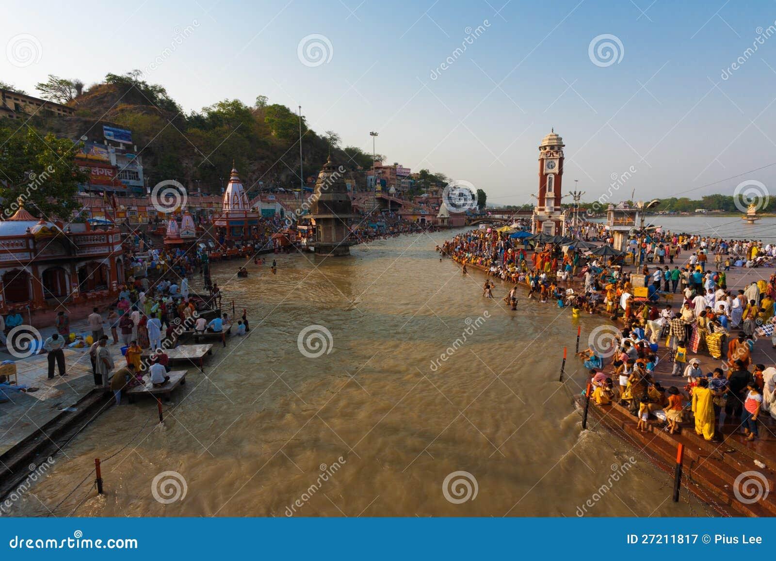 Hindus badningGanges helig flod Haridwar Indien