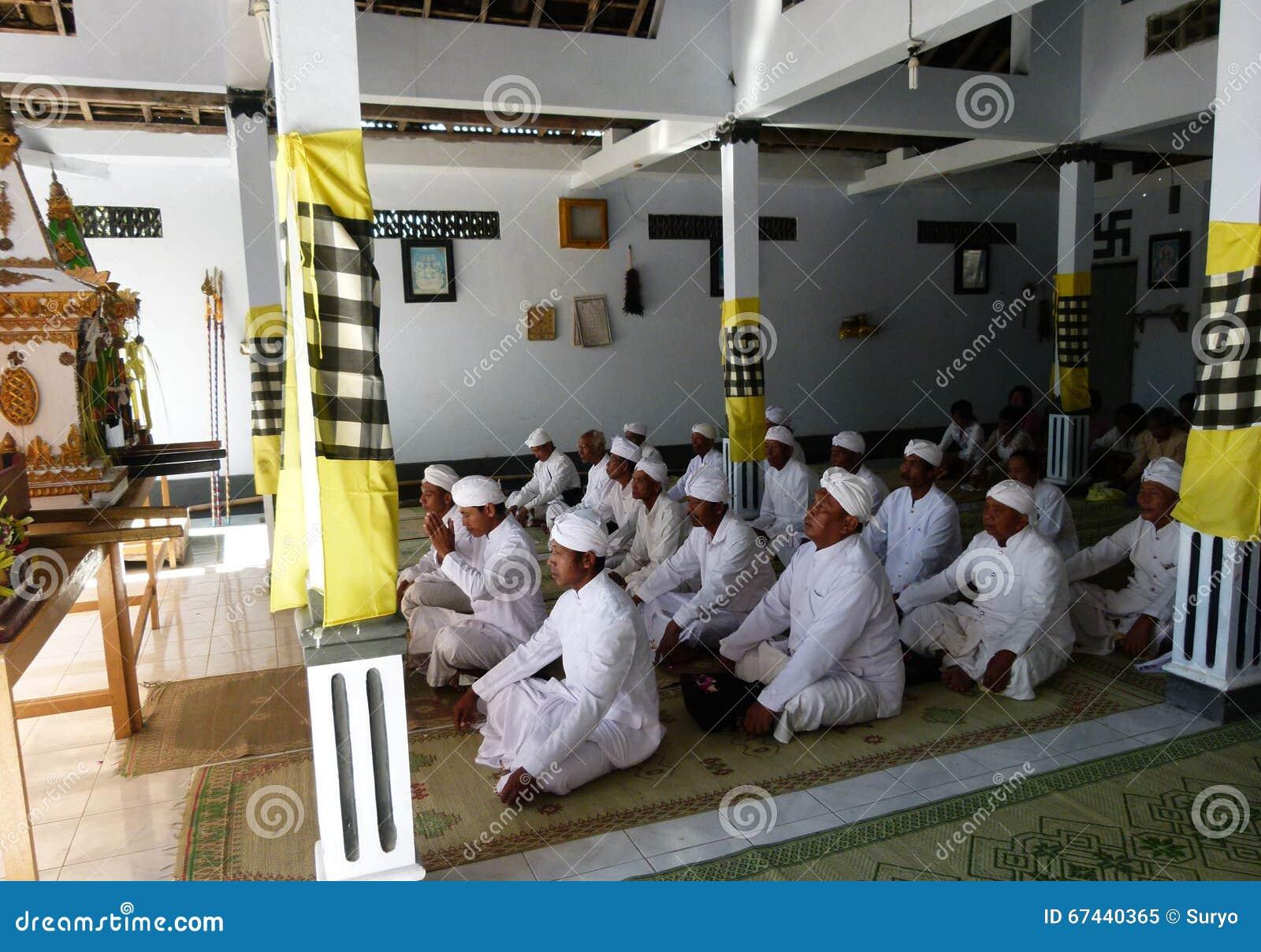 Hindus pray