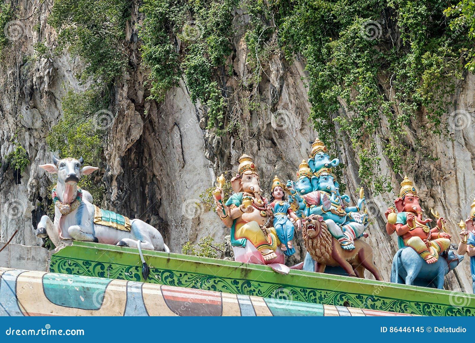 Hinduskie bóg statuy z Ganesha przy Batu zawalają się blisko Kuala Lumpur Malezja