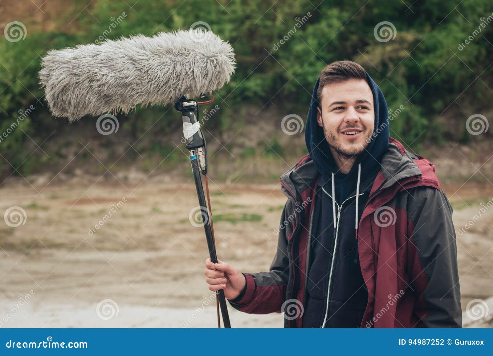 Hinter der Szene Solider Boombetreibergriff-Mikrofonfischer heraus