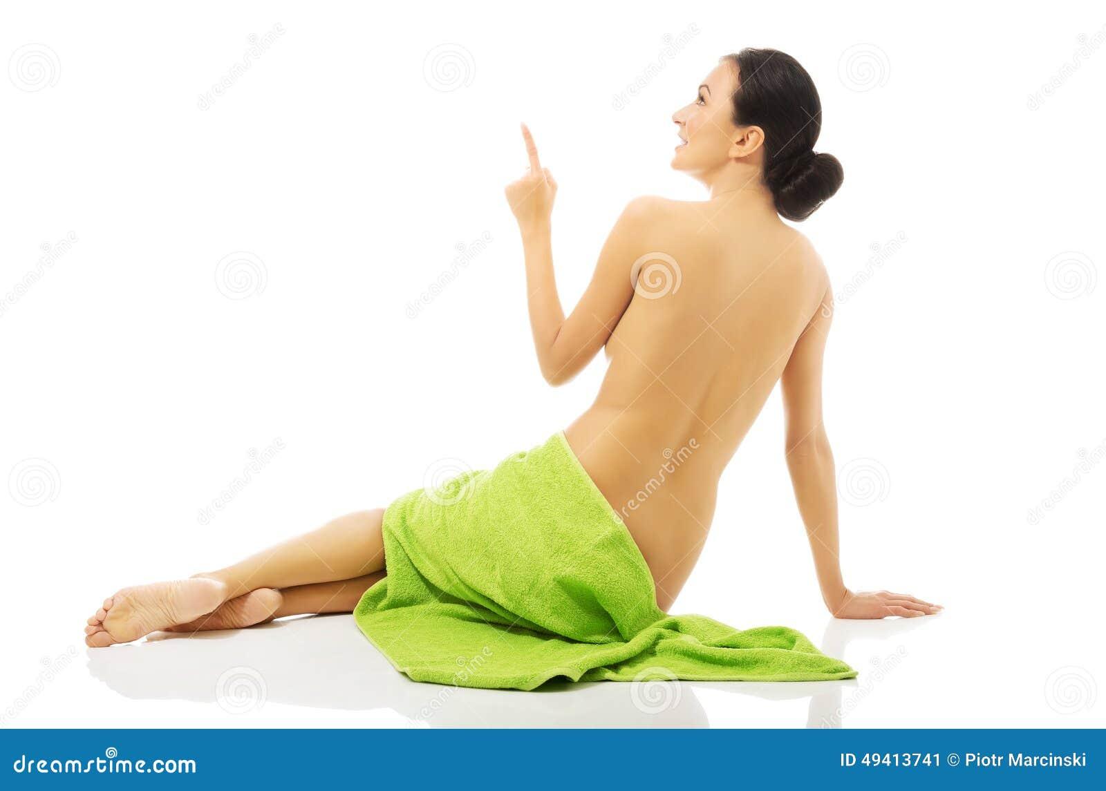 Download Hintere Ansichtfrau Eingewickelt Im Tuch, Das Oben Zeigt Stockbild - Bild von rückseite, frech: 49413741
