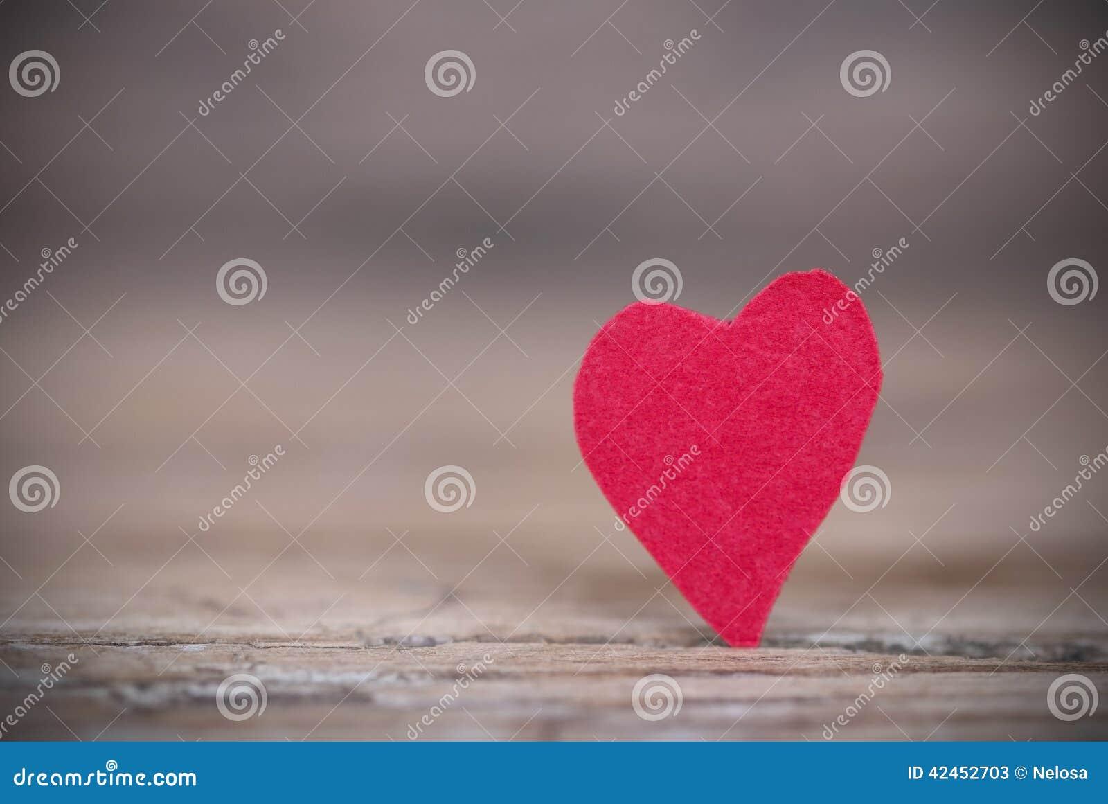 Hintergrund mit einem roten Herzen