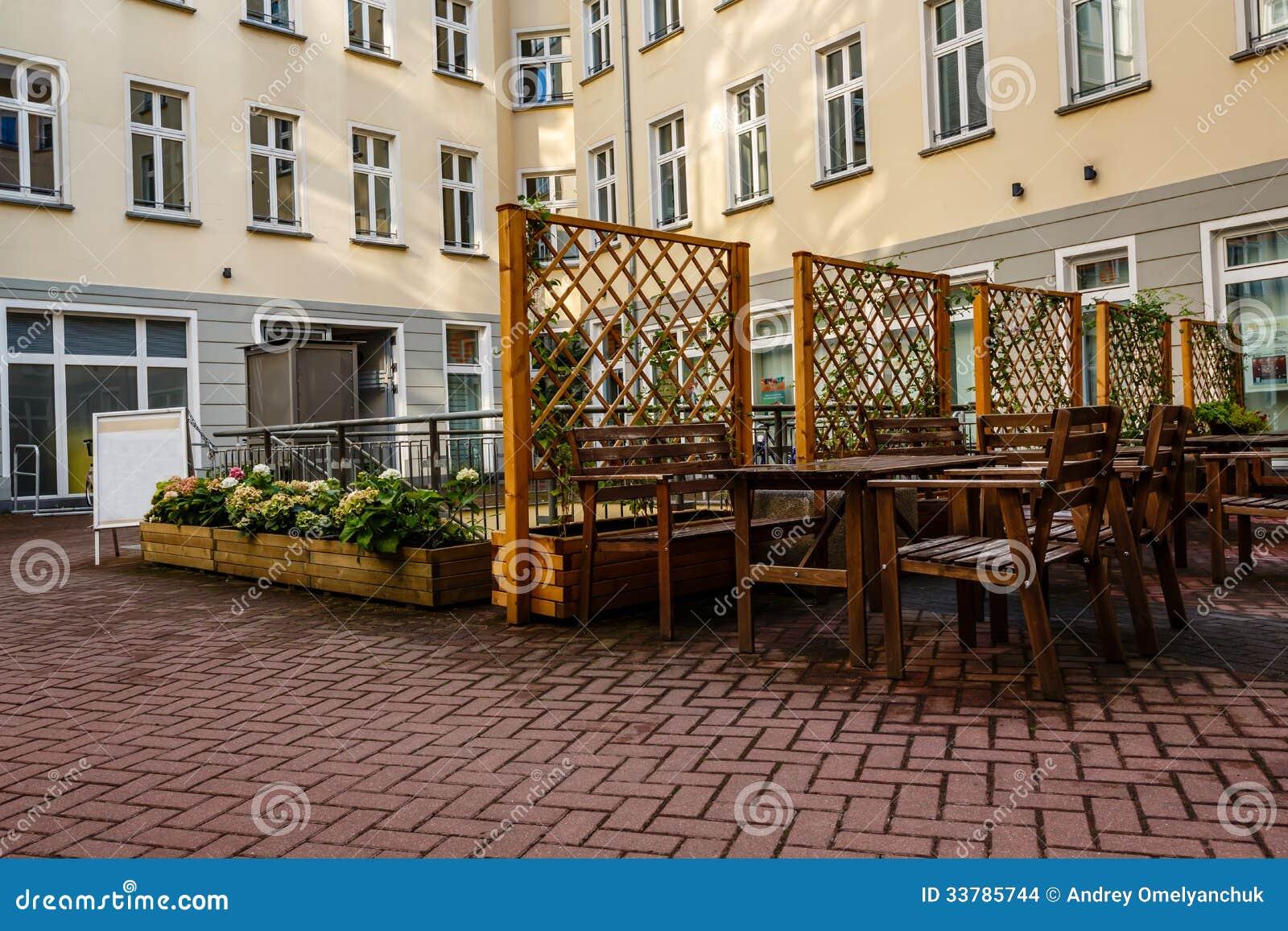 Hinterhof Und Cafe Im Freien In Berlin Stockfoto Bild Von