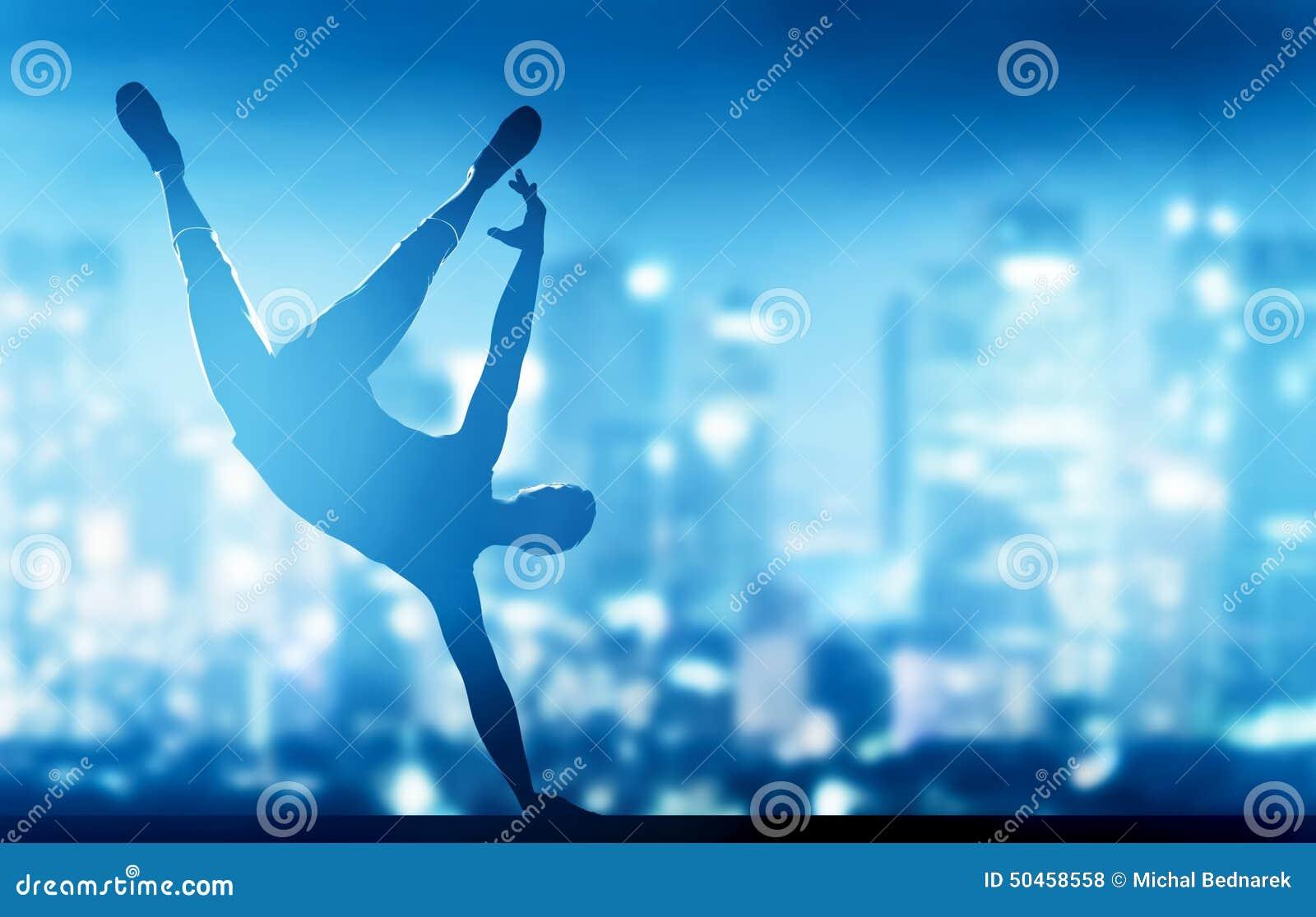Hip Hop,霹雳舞由年轻人执行了在城市光
