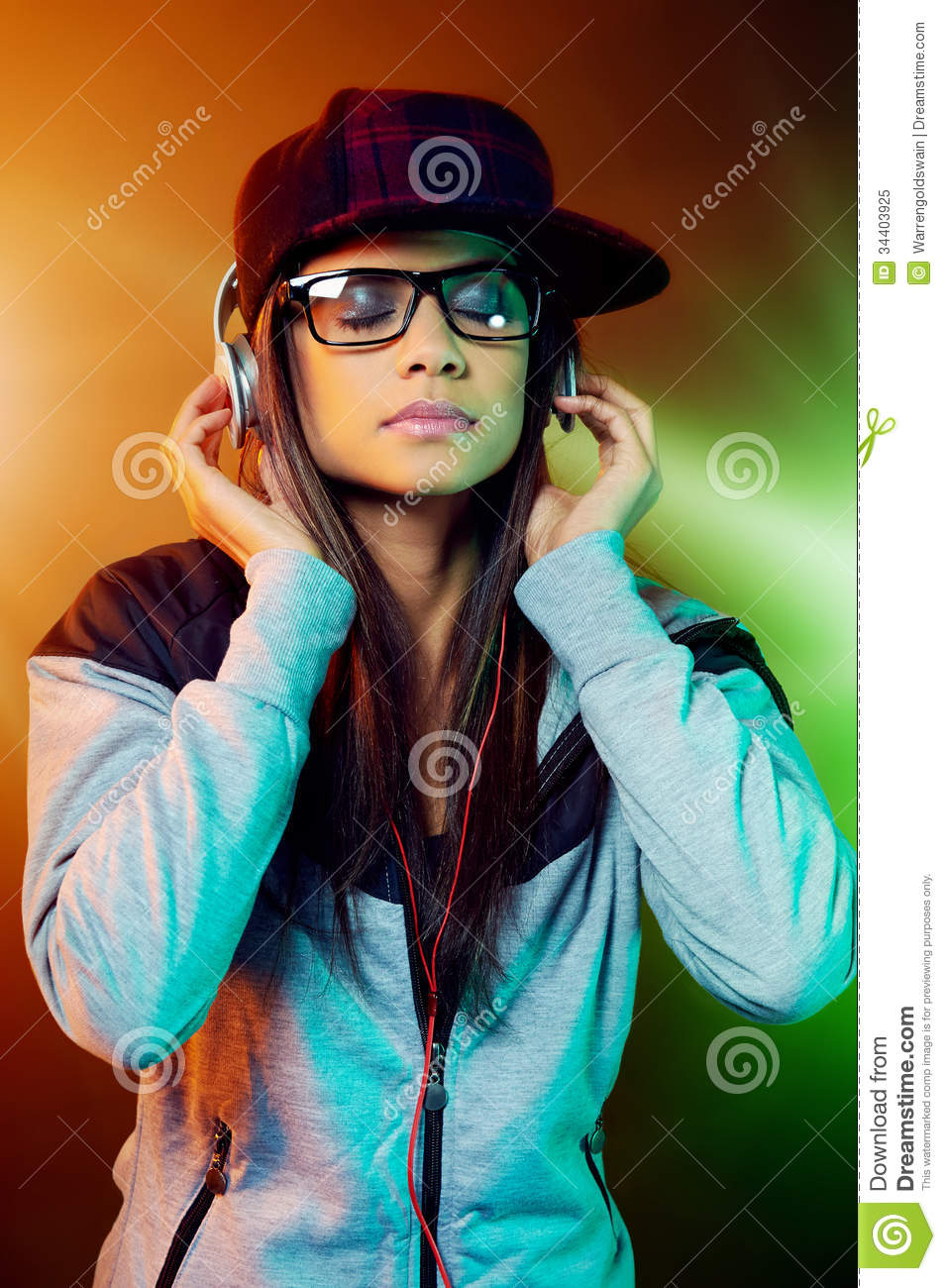 womens image in hip hop Rap and hip-hop music are a widely popular and influence of rap and hip-hop lyrics on male body image and attitudes toward women authors lorena munoz, university l (2011) influence of rap and hip-hop lyrics on male body image and attitudes toward women available at: https.
