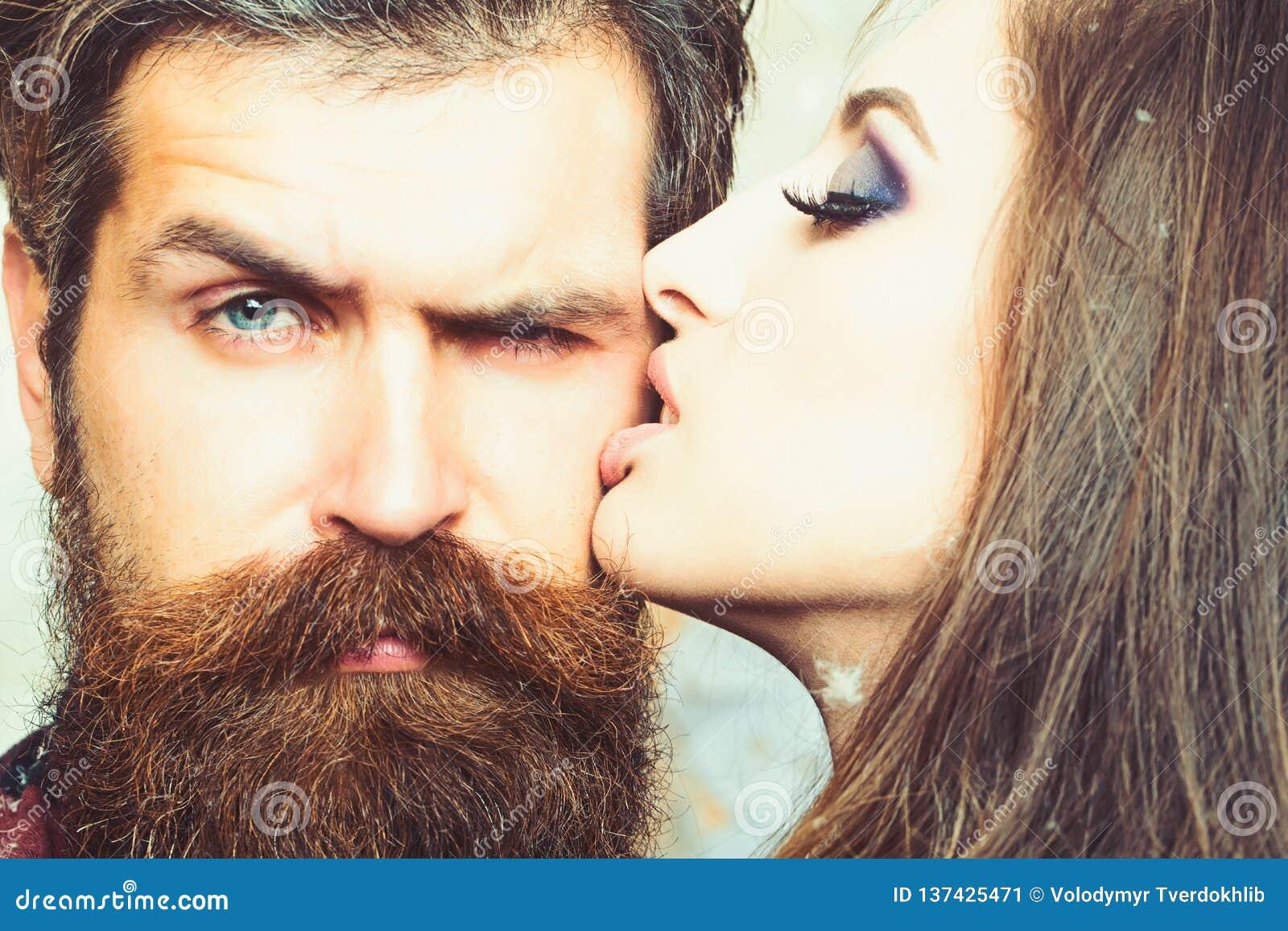 Baisers amoureux homme cheveu blanc [PUNIQRANDLINE-(au-dating-names.txt) 42