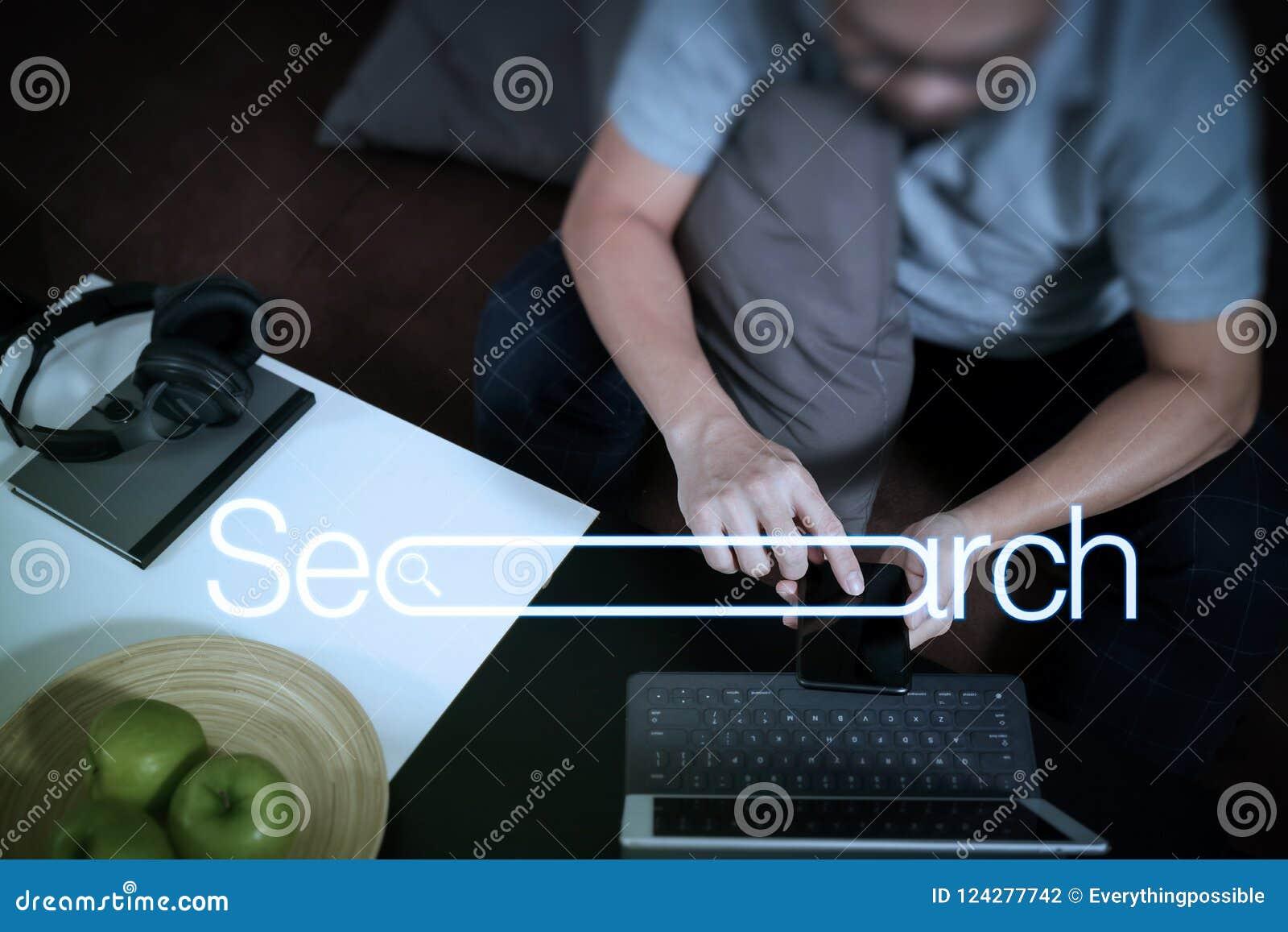 Hippie-Hand unter Verwendung der digitalen Tablettenankerntastatur und des intelligenten pho