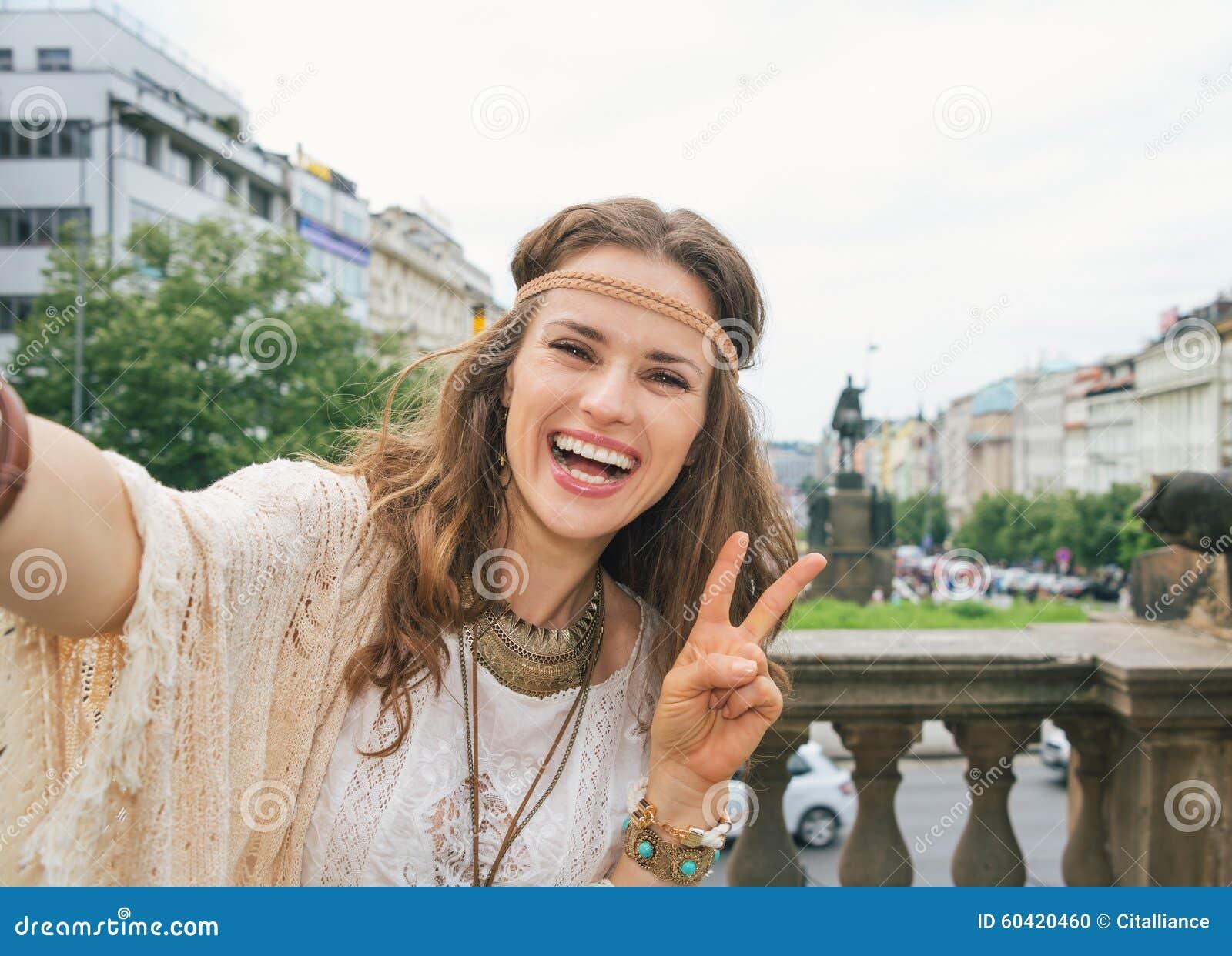 Hippiefrauentourist, Der Selfie In Prag Macht Und Sieg