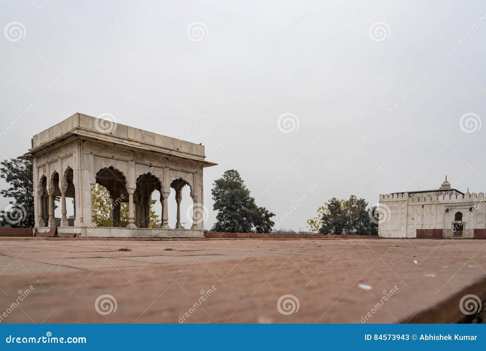 Hira Mahal é um pavilhão no forte vermelho em Deli É um pavilhão quatro-tomado partido do mármore branco