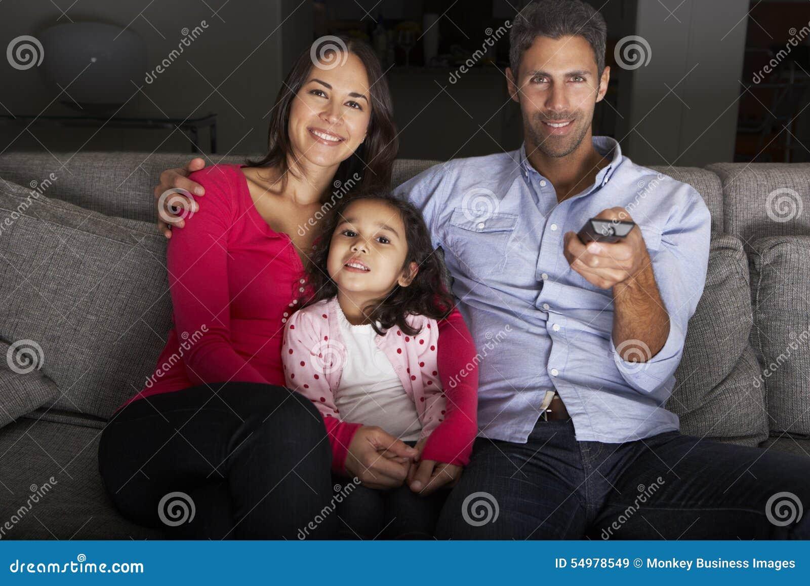 hispanic family watching tv - photo #6