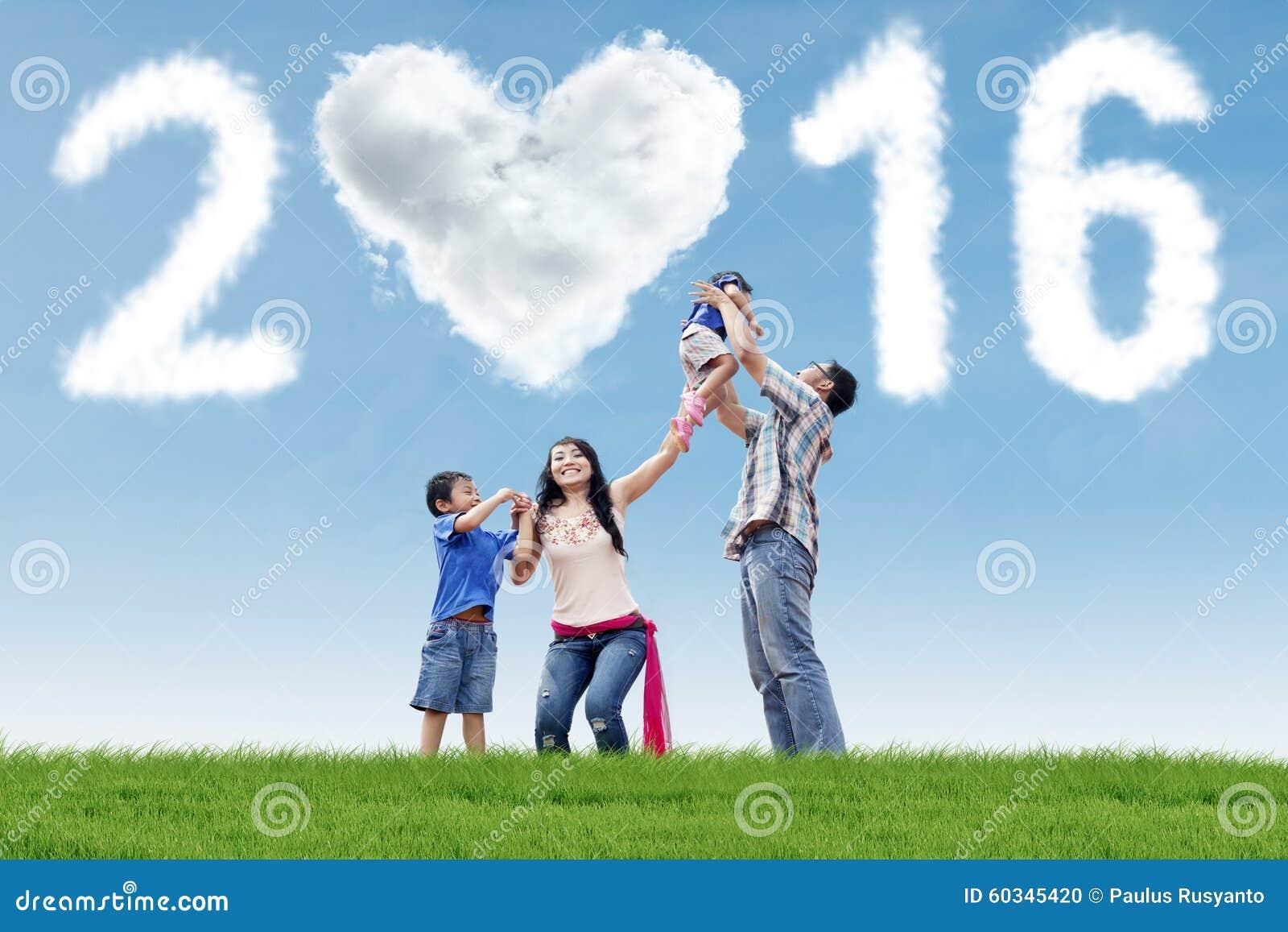 Hispanische Familie feiern neues Jahr