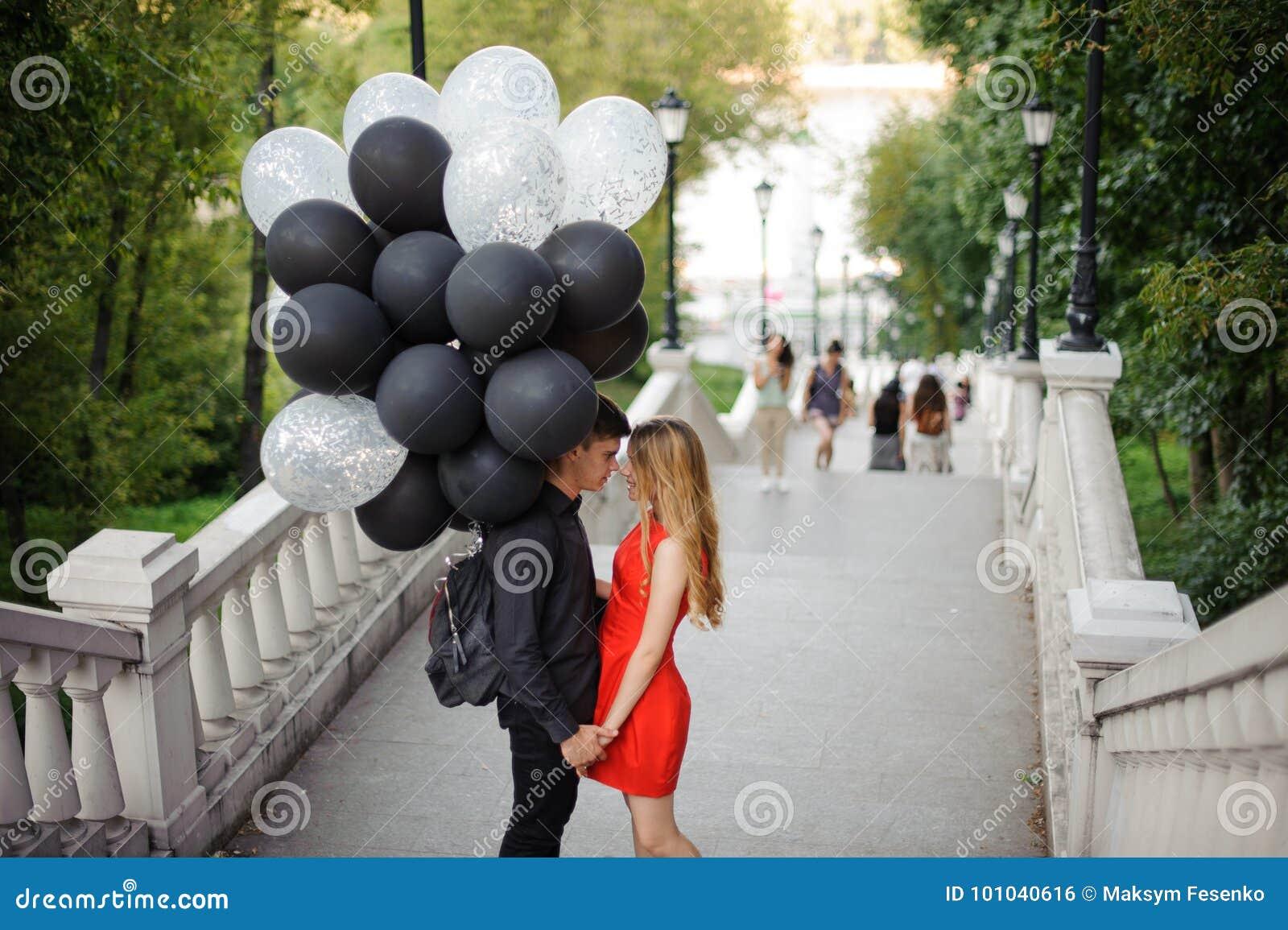Histoire des couples affectueux, étant soulevée les escaliers