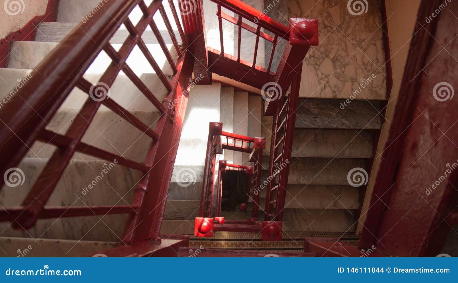 Histoires Rouges De La Peinture Quatre D Escalier Dans La