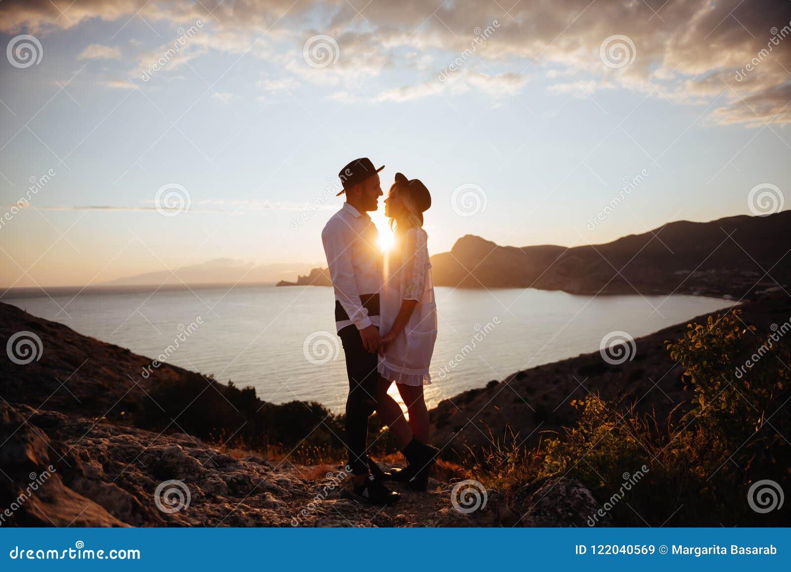 Historia de amor en puesta del sol