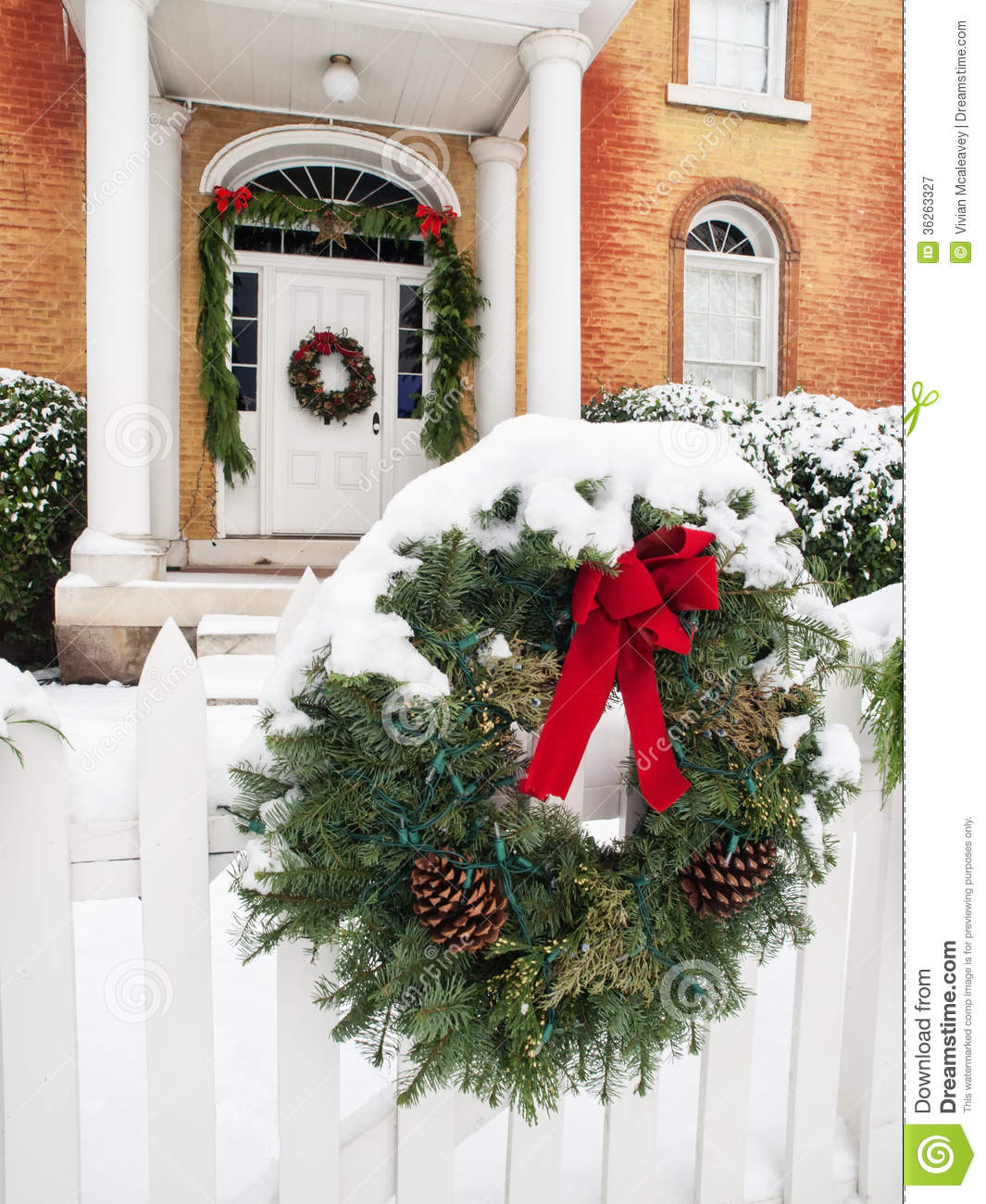 Old House Christmas Decorations: Historic Home With Christmas Decorations Royalty Free