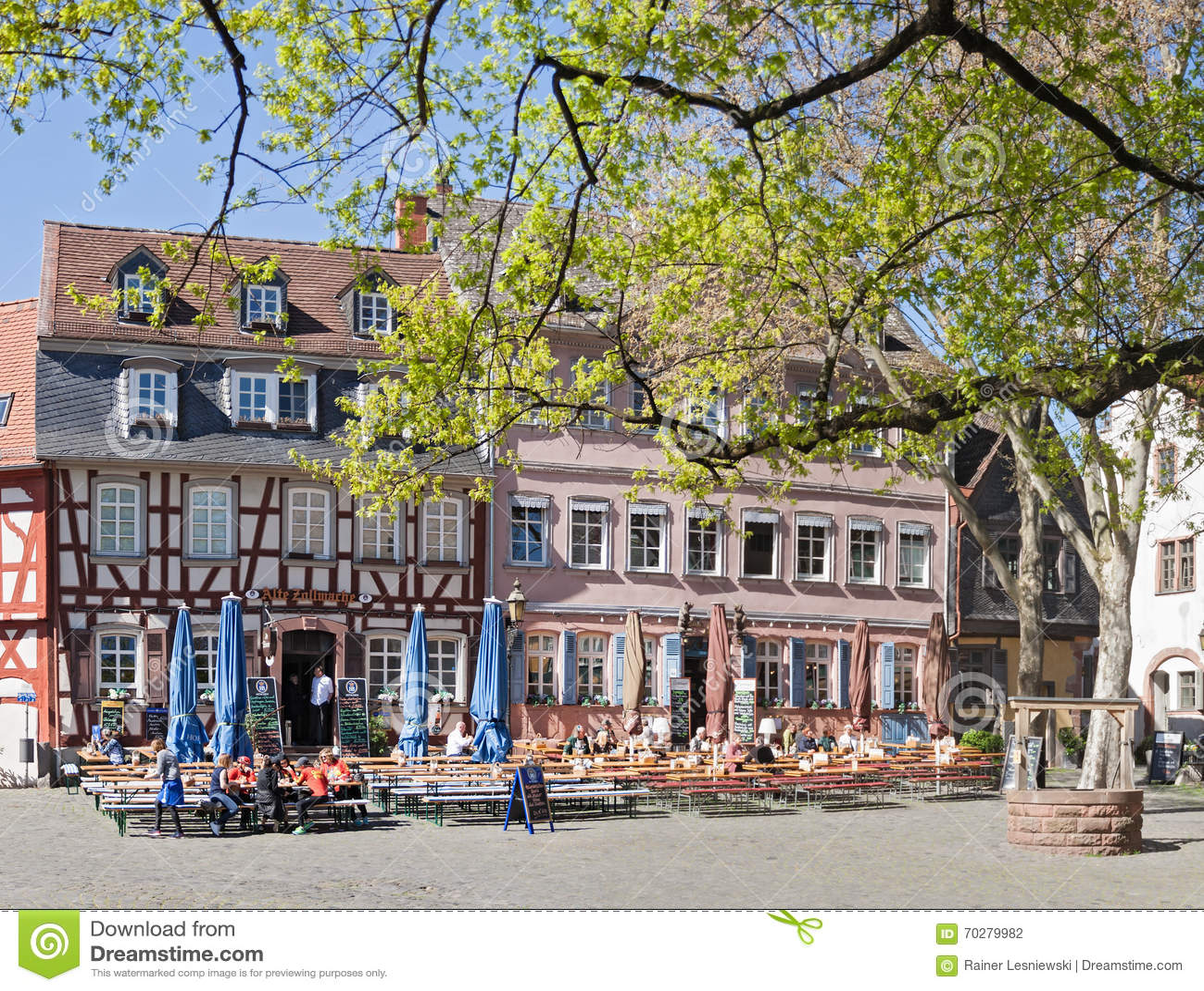 Frankfurt Höchst Restaurant : historic palace square in frankfurt hoechst editorial ~ A.2002-acura-tl-radio.info Haus und Dekorationen