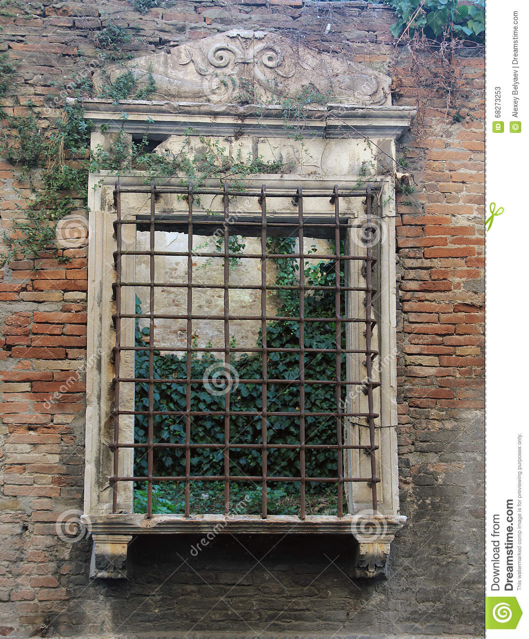 Historic window opening with bars in ancient roman house stock photo image - Decoration romaine antique ...