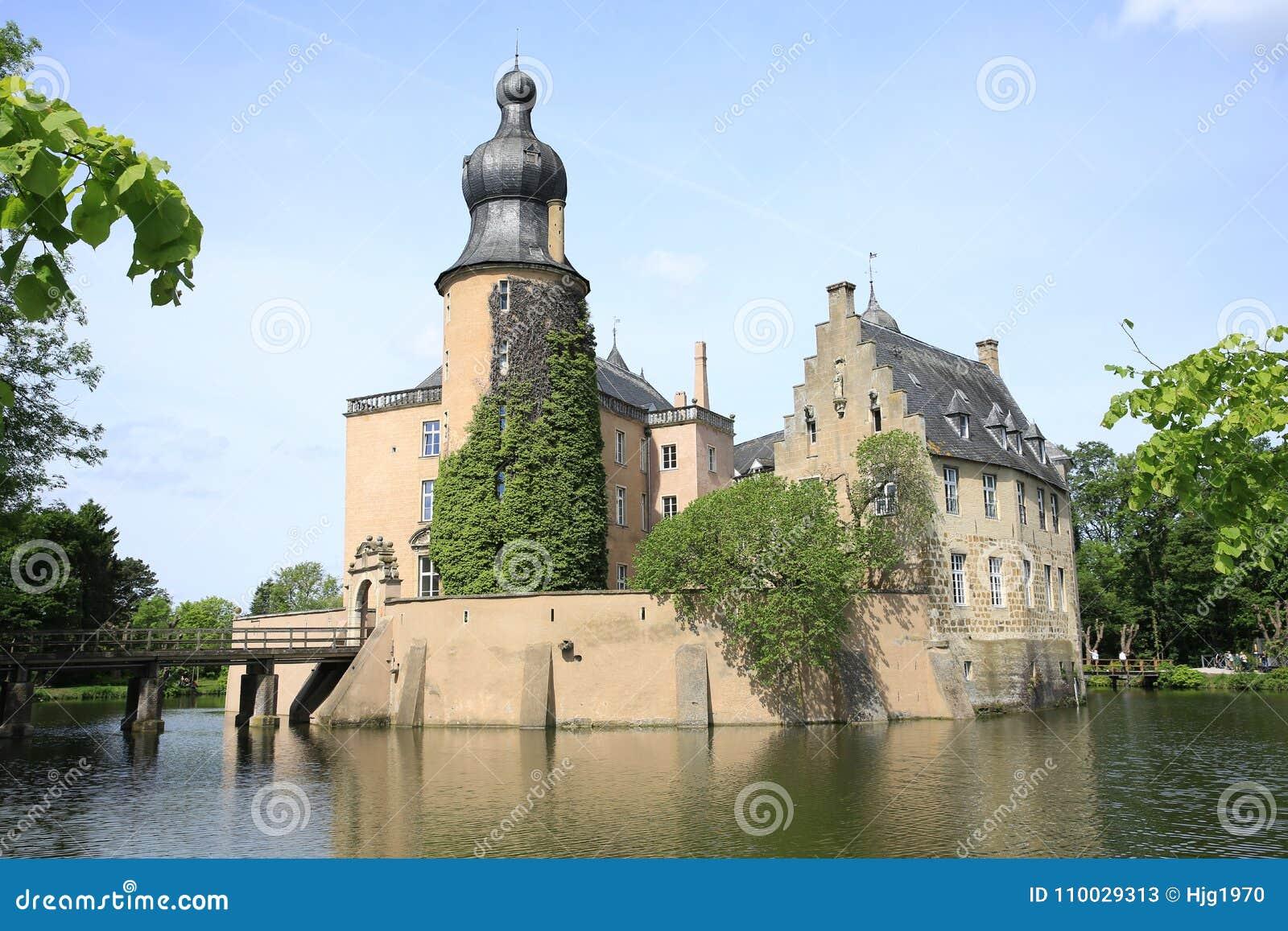 Historisch moated Kasteel Gemen in Bocholt, Duitsland