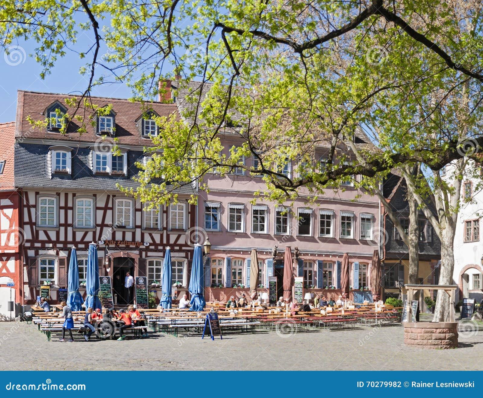 historisch paleisvierkant in frankfurt hoechst redactionele fotografie afbeelding bestaande. Black Bedroom Furniture Sets. Home Design Ideas
