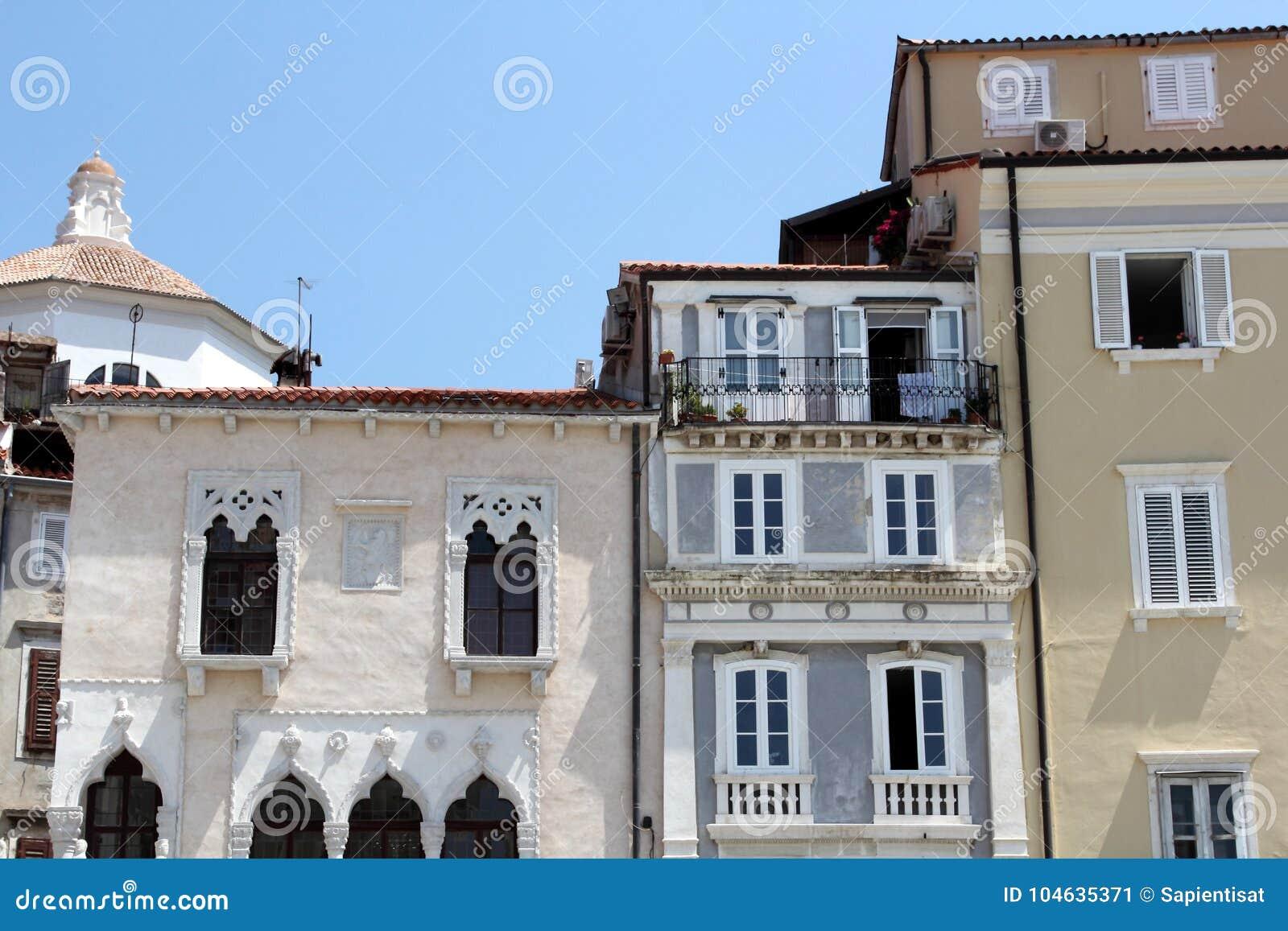 Download Historische Architectuur Van Piran, Slovenië Stock Afbeelding - Afbeelding bestaande uit lokaal, overzees: 104635371