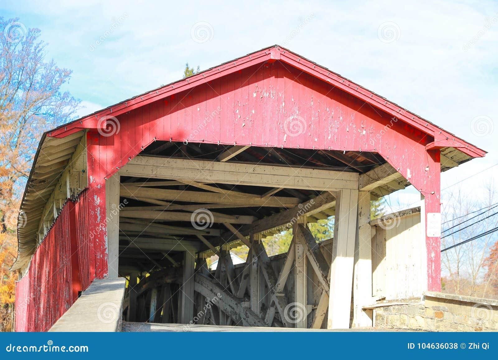 Download Historische Behandelde Gebouwde Brug Stock Foto - Afbeelding bestaande uit brug, hout: 104636038