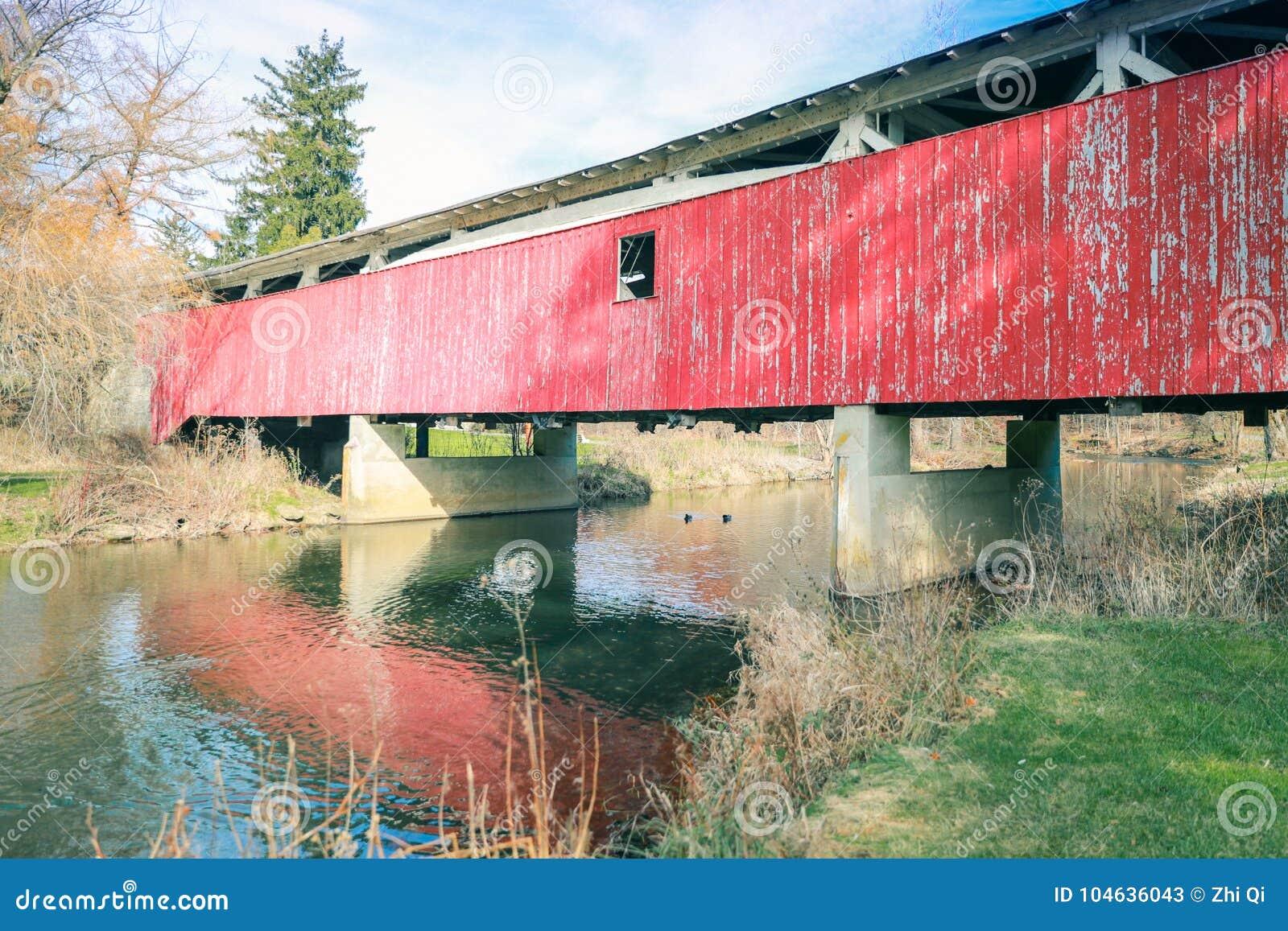 Download Historische Behandelde Gebouwde Brug Stock Afbeelding - Afbeelding bestaande uit water, brug: 104636043