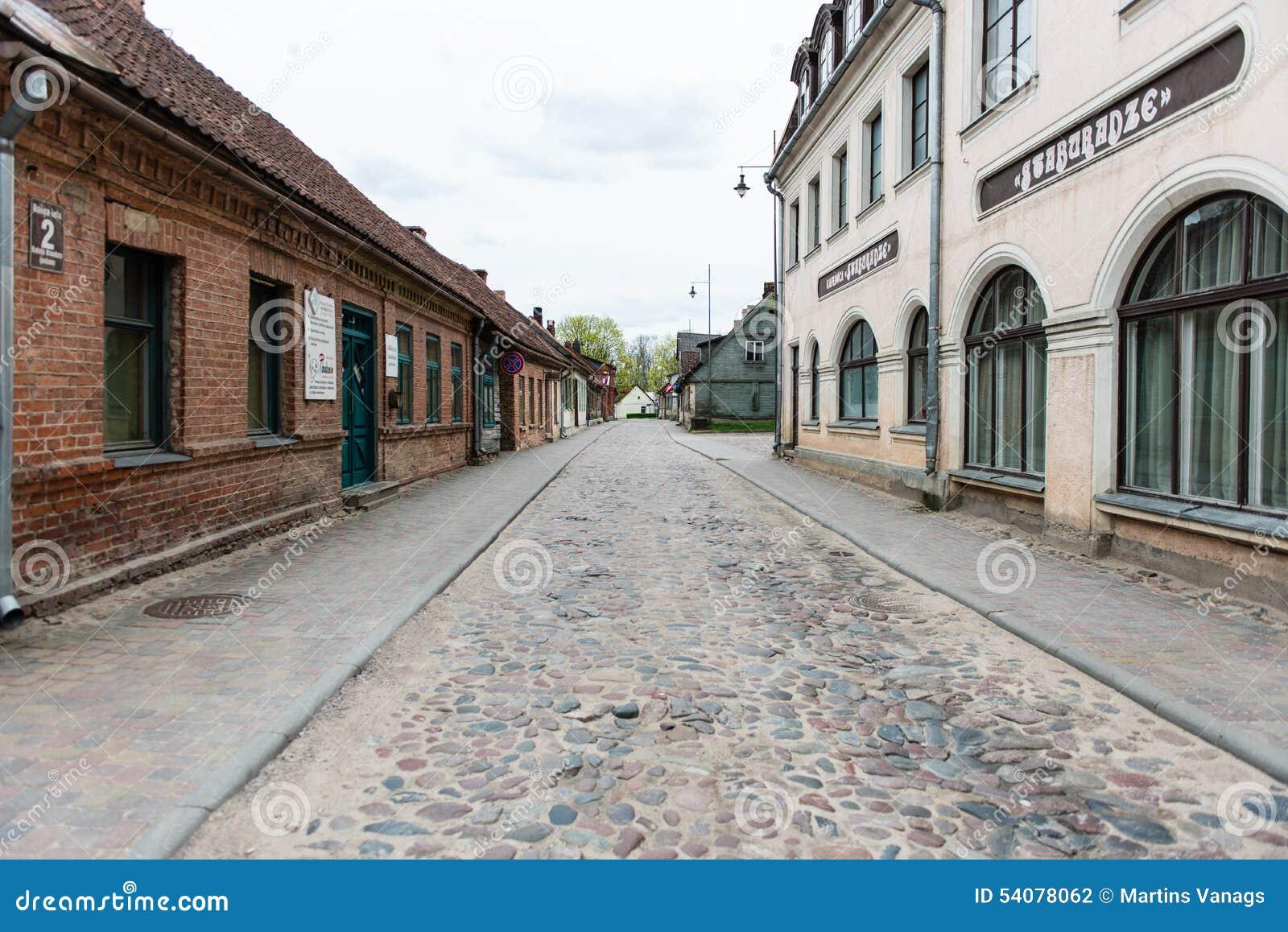 Historische gebouwen in oude stad van Kuldiga, Letland