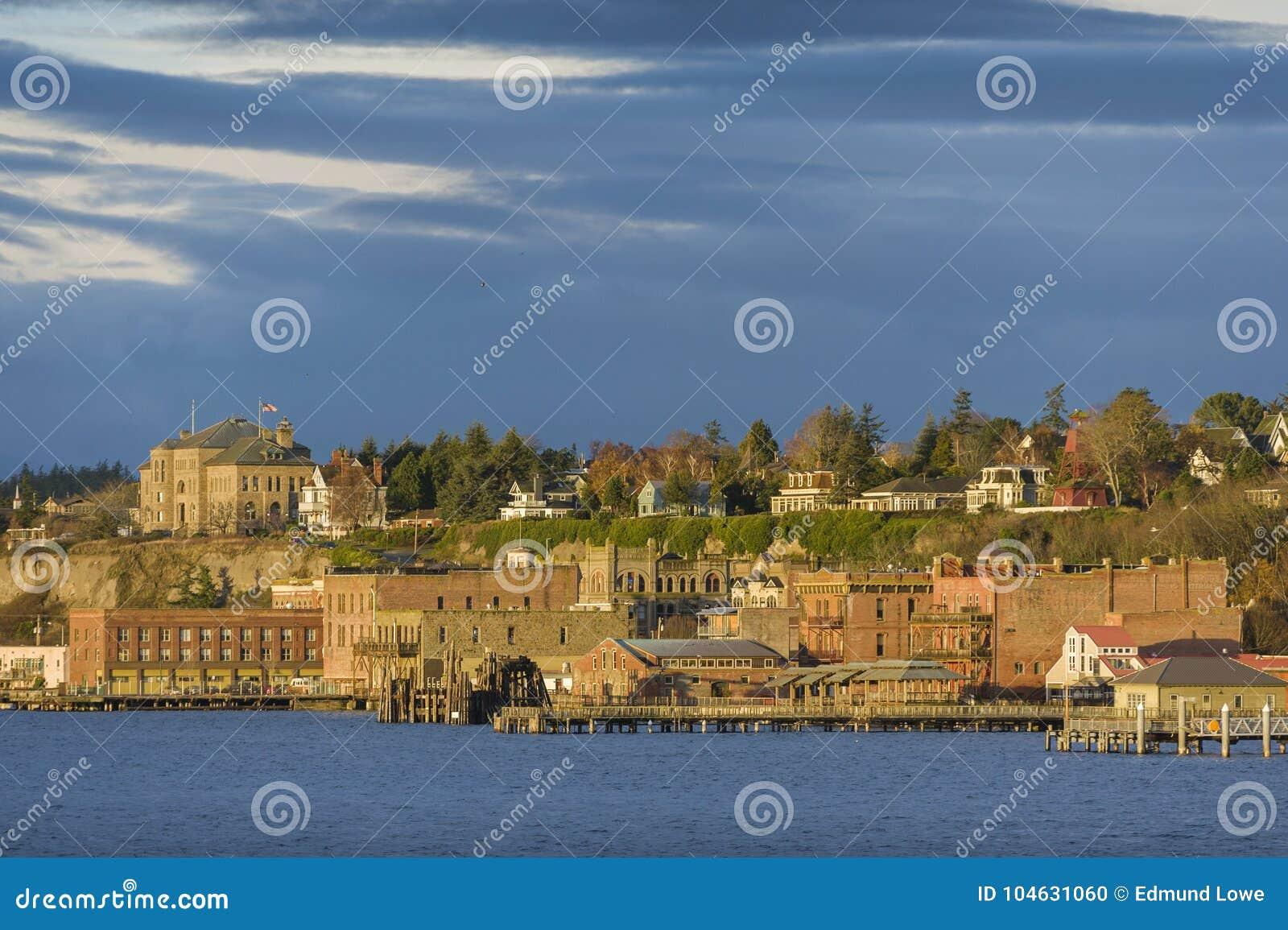 Download Historische Haven Townsend, Washington Waterfront Bij Zonsopgang Redactionele Afbeelding - Afbeelding bestaande uit toneel, gebouwen: 104631060