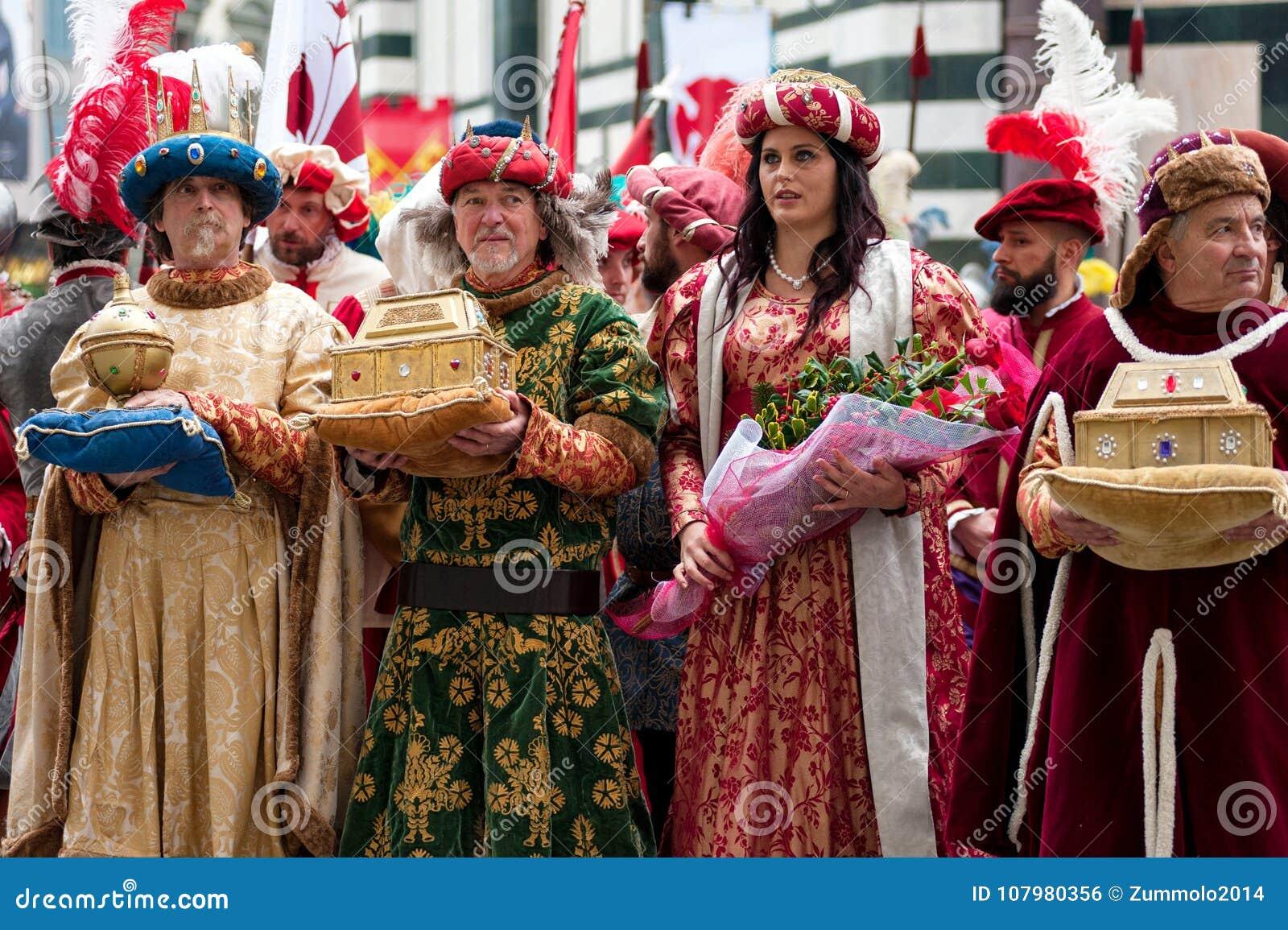 Historische parade in Florence, met supplementen in vlezige kostuums