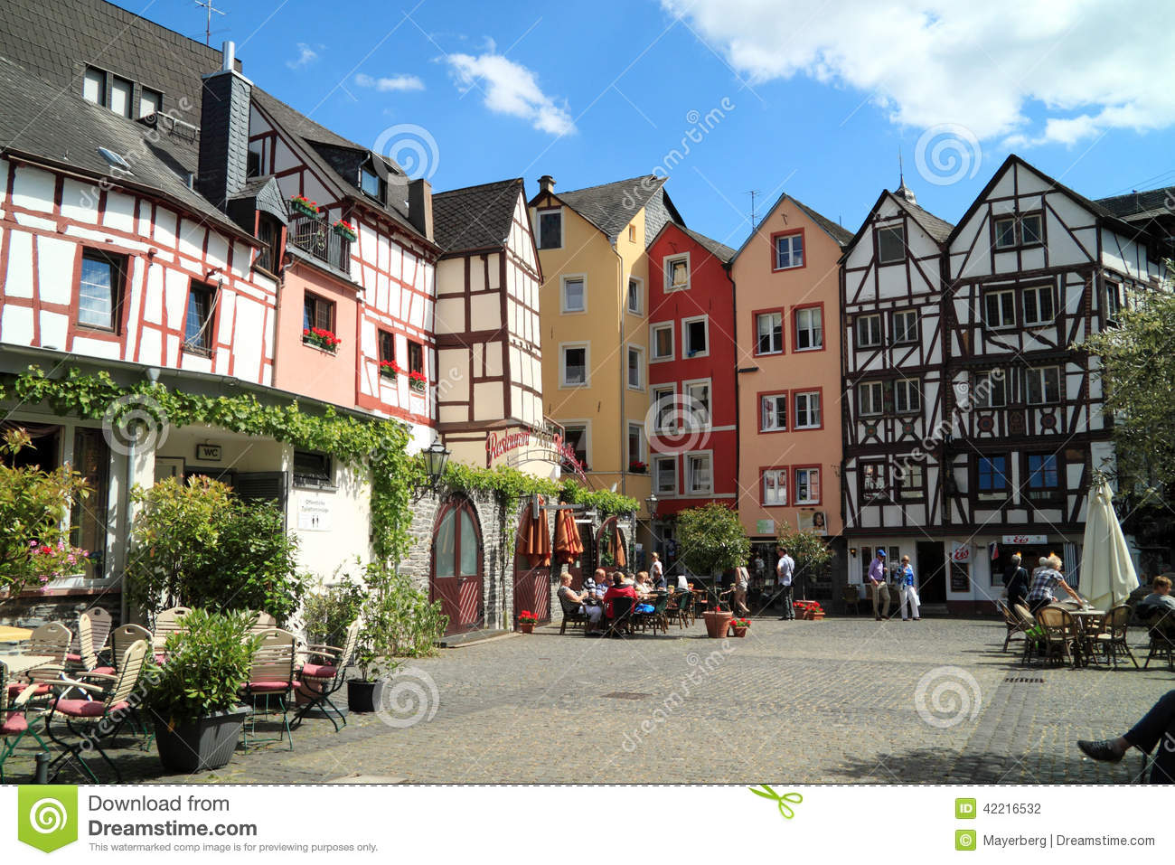 historische stadt bernkastel kues in deutschland redaktionelles stockfotografie bild 42216532. Black Bedroom Furniture Sets. Home Design Ideas