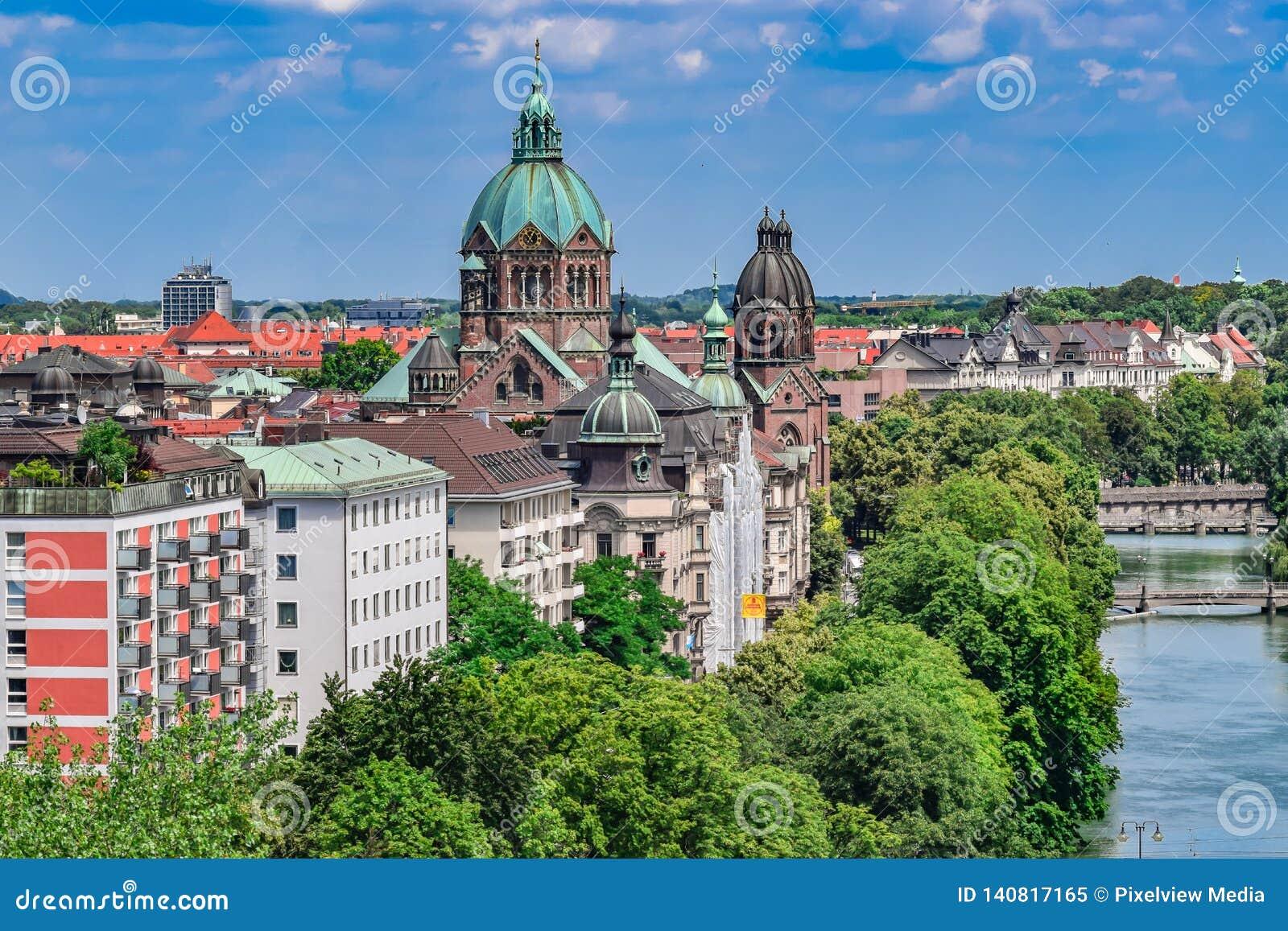 Historischer Fluss Front View in München