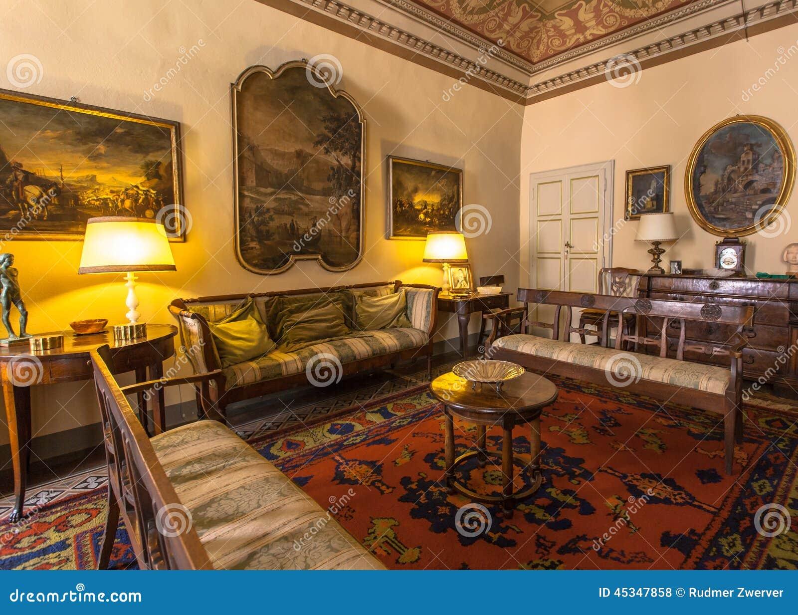 Historisches Toskana Art-Wohnzimmer Italiens, In Einem Museum In ...
