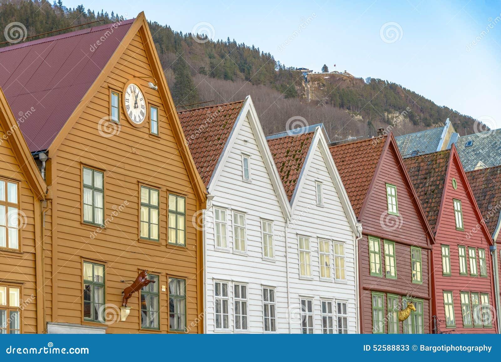 Historiska byggnader av Bryggen i staden av Bergen, Norge