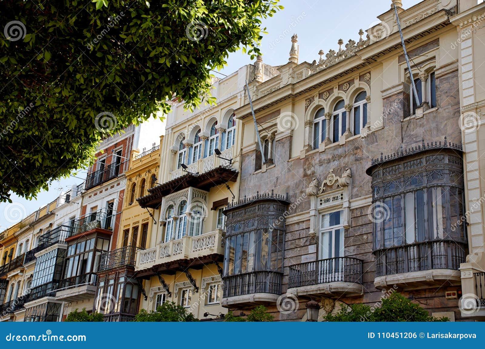 Historiska byggnader och monument av Seville, Spanien Spanska arkitektoniska stilar av gotiskt och Mudejar, barock