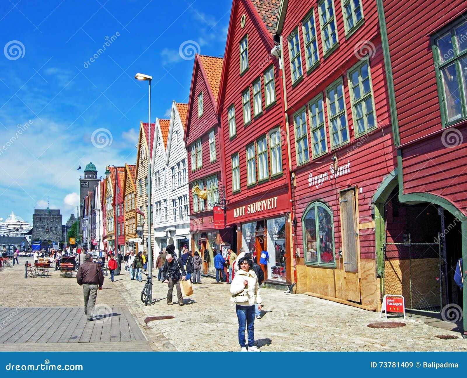 Historiska hus av det gamla stadläget Bryggen i Bergen
