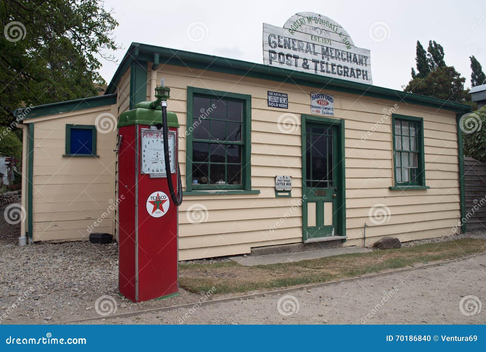 Historiskt Cardrona hotell som byggs i 1863 nära staden av Wanaka, Nya Zeeland