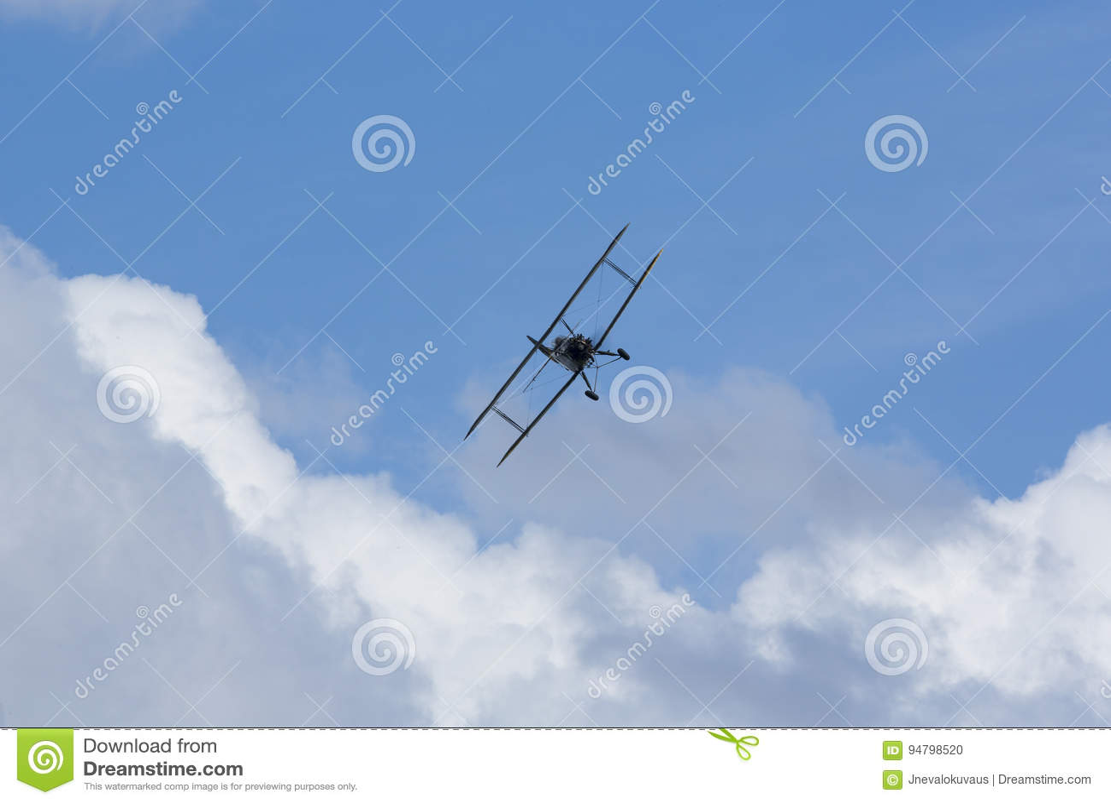 Historiskt göra för flygplan manövrerar i himlen