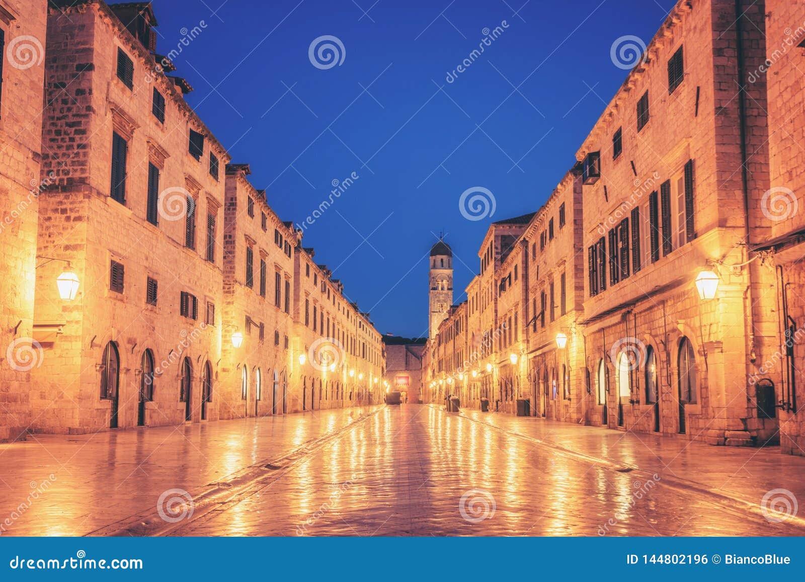 Historyczna ulica Stradun w Dubrovnik, Chorwacja