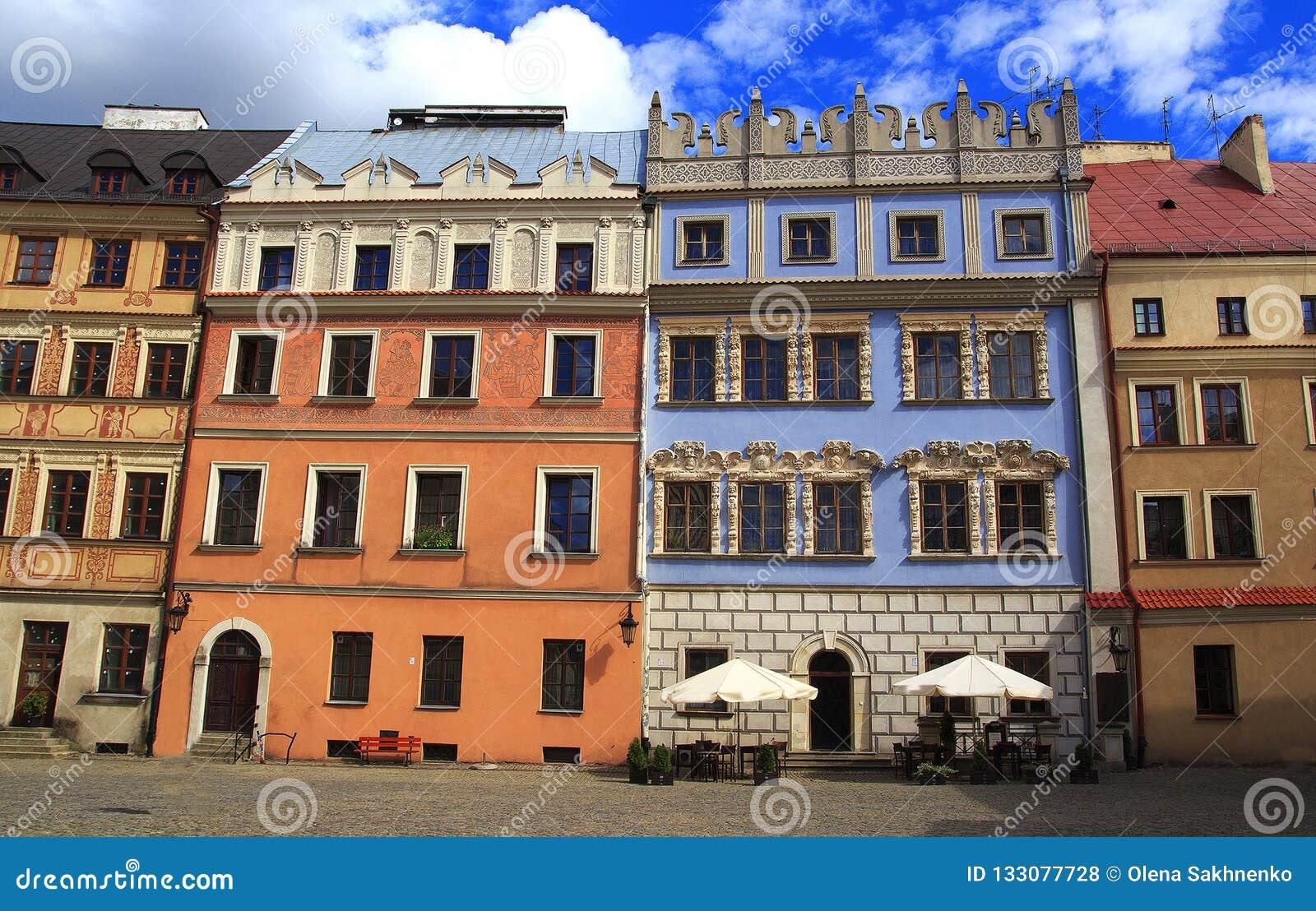 Historyczni budynki stary miasteczko w historycznym Wielkim Targowym kwadracie w Lublin